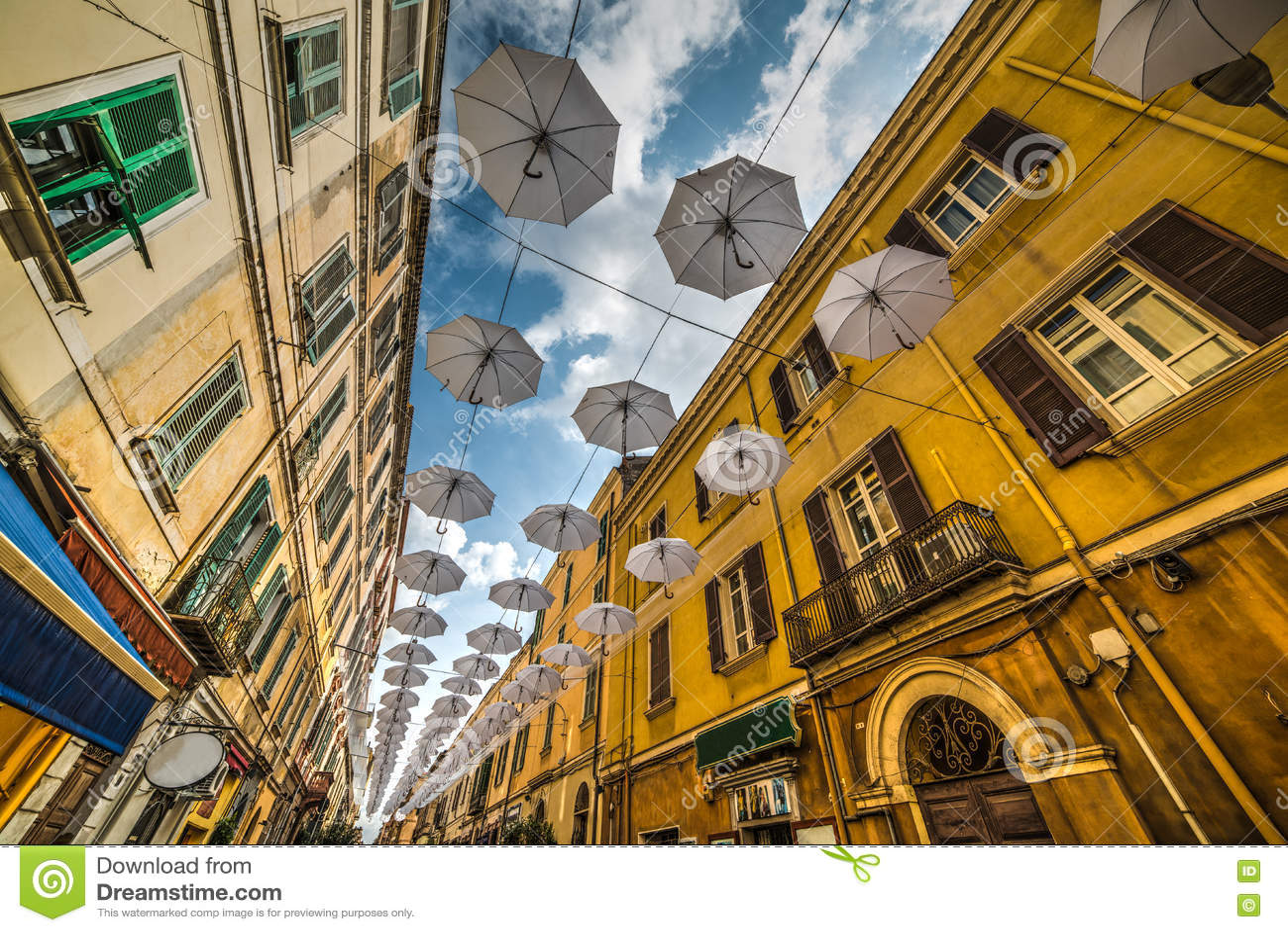 Άσπρες ομπρέλες σε Sassari