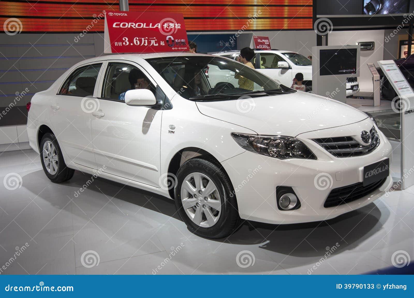 Άσπρο αυτοκίνητο corolla της TOYOTA