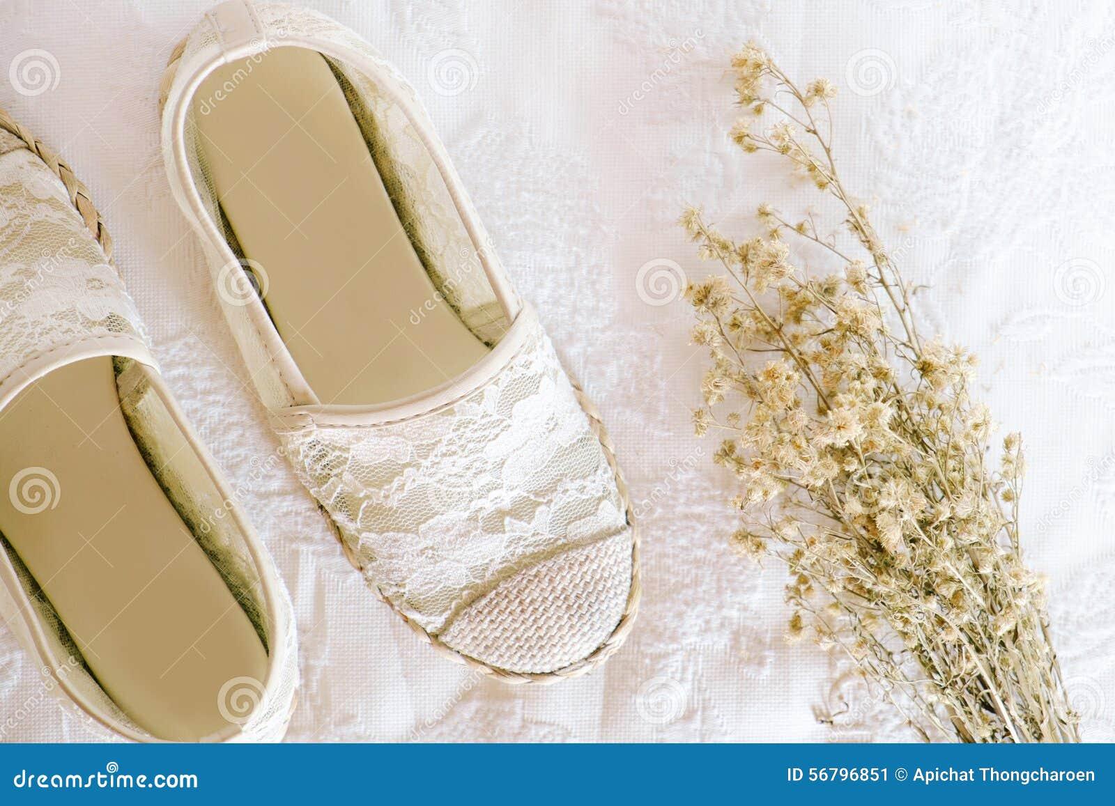Άσπρο εκλεκτής ποιότητας ύφος δαντελλών παπουτσιών