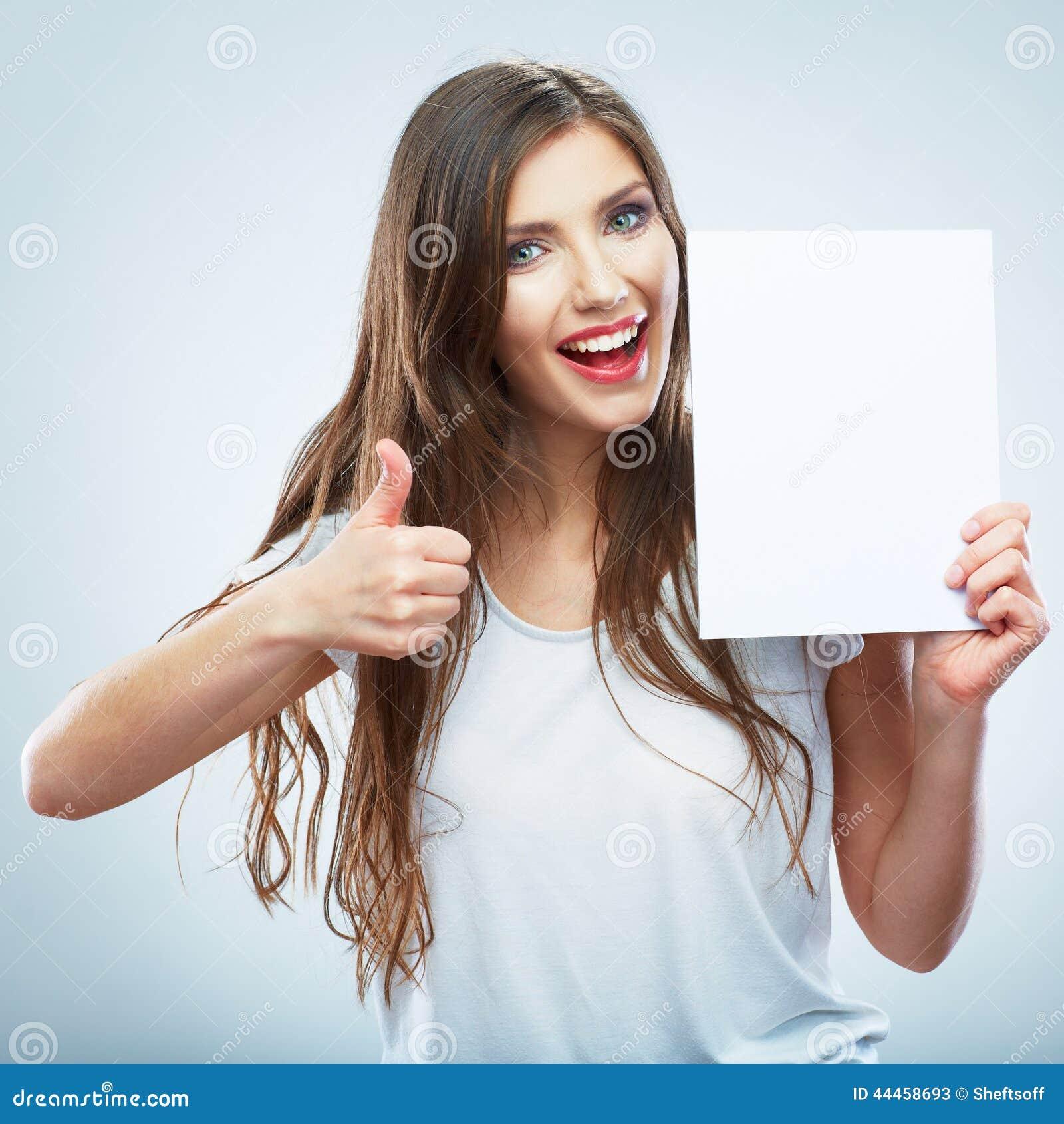 Άσπρο κενό έγγραφο λαβής κοριτσιών εφήβων απομονωμένος ο Μαύρος αντίχειρας ανασκόπησης επάνω Νεολαίες που χαμογελούν wo
