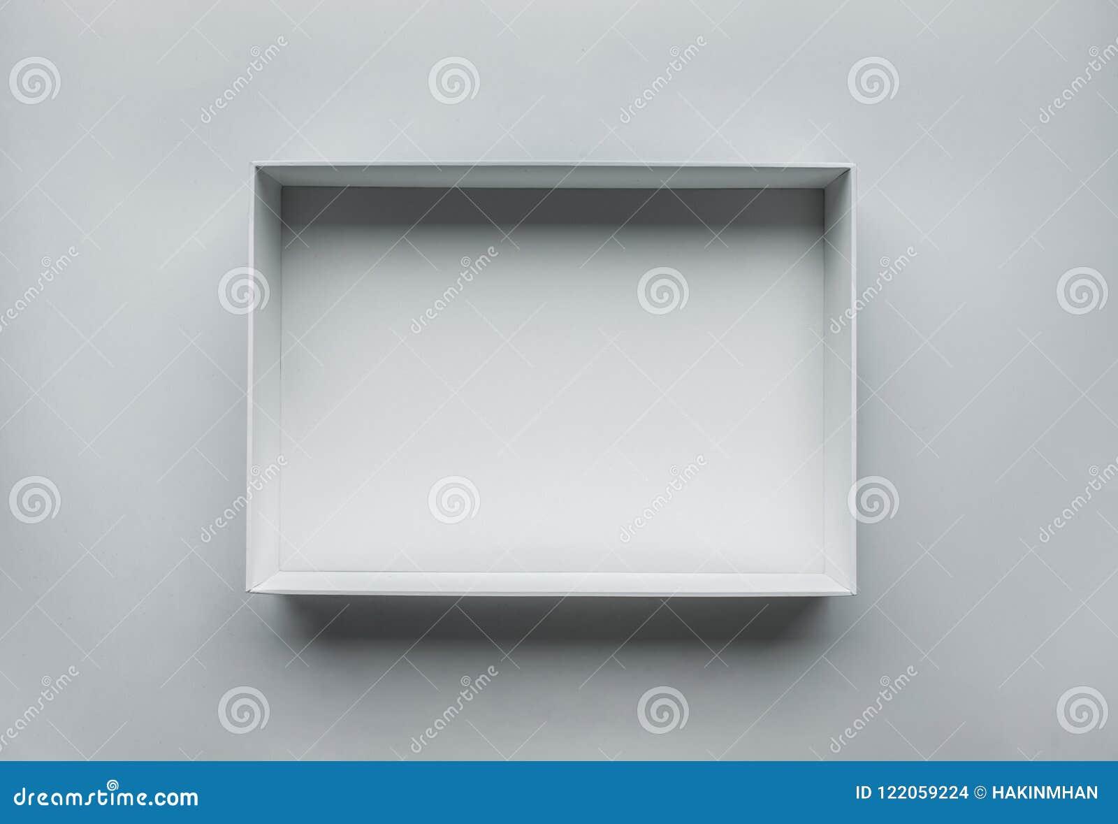 Άσπρο κιβώτιο ανοικτό στον πίνακα Τοπ όψη Πραγματική φωτογραφία