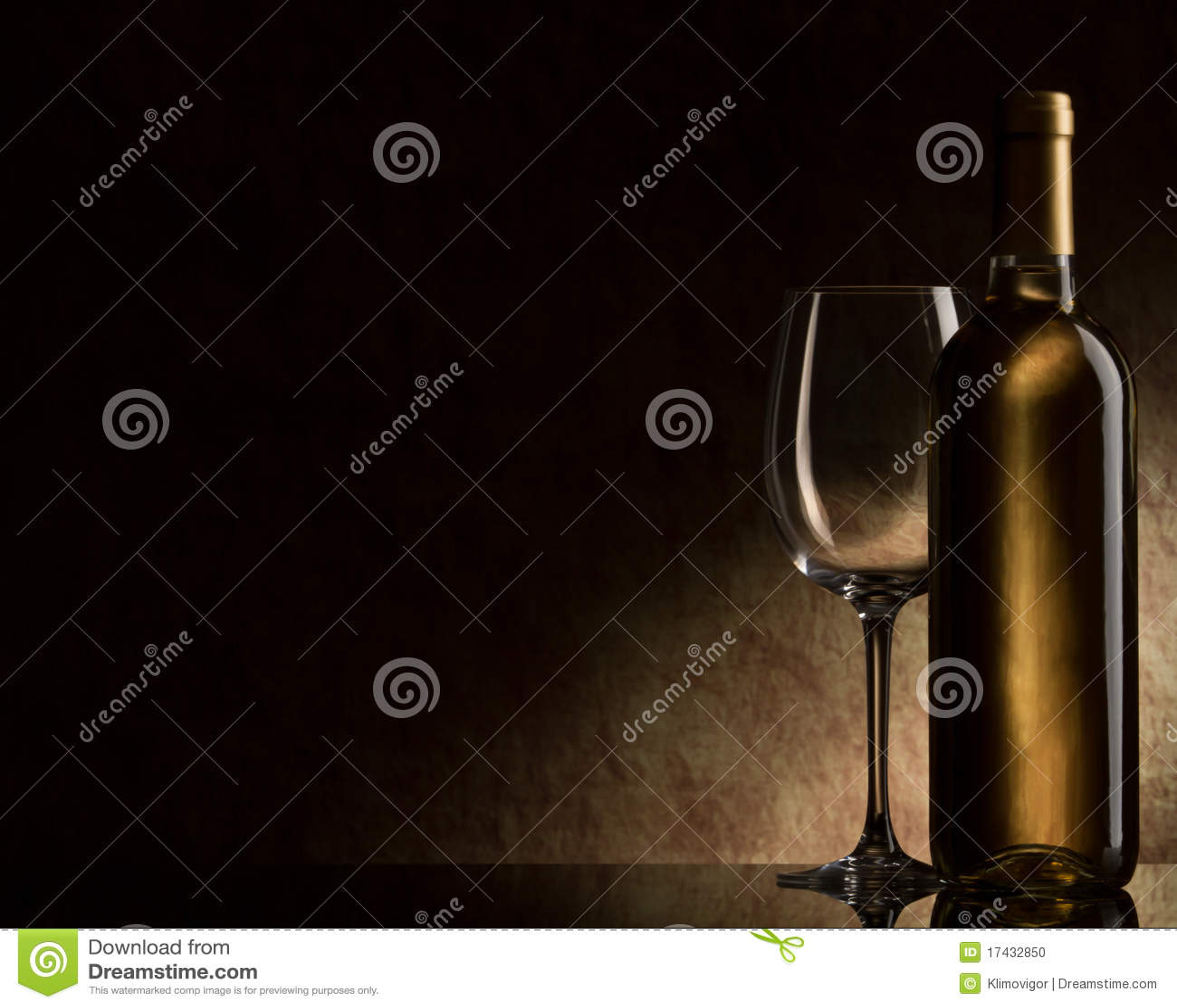 άσπρο κρασί γυαλιού μπου&