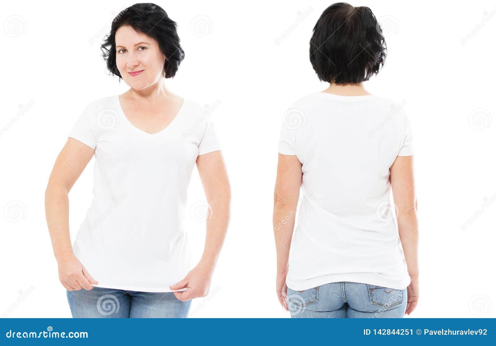 Άσπρο σύνολο μπλουζών, γυναίκα στην μπλούζα ύφους που απομονώνεται στο άσπρο υπόβαθρο, χλεύη μπλουζών επάνω, κενό πουκάμισο