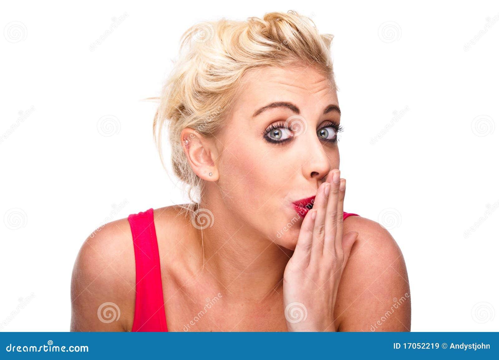 Άτακτη έκφραση - γυναίκα που καλύπτει το στόμα της