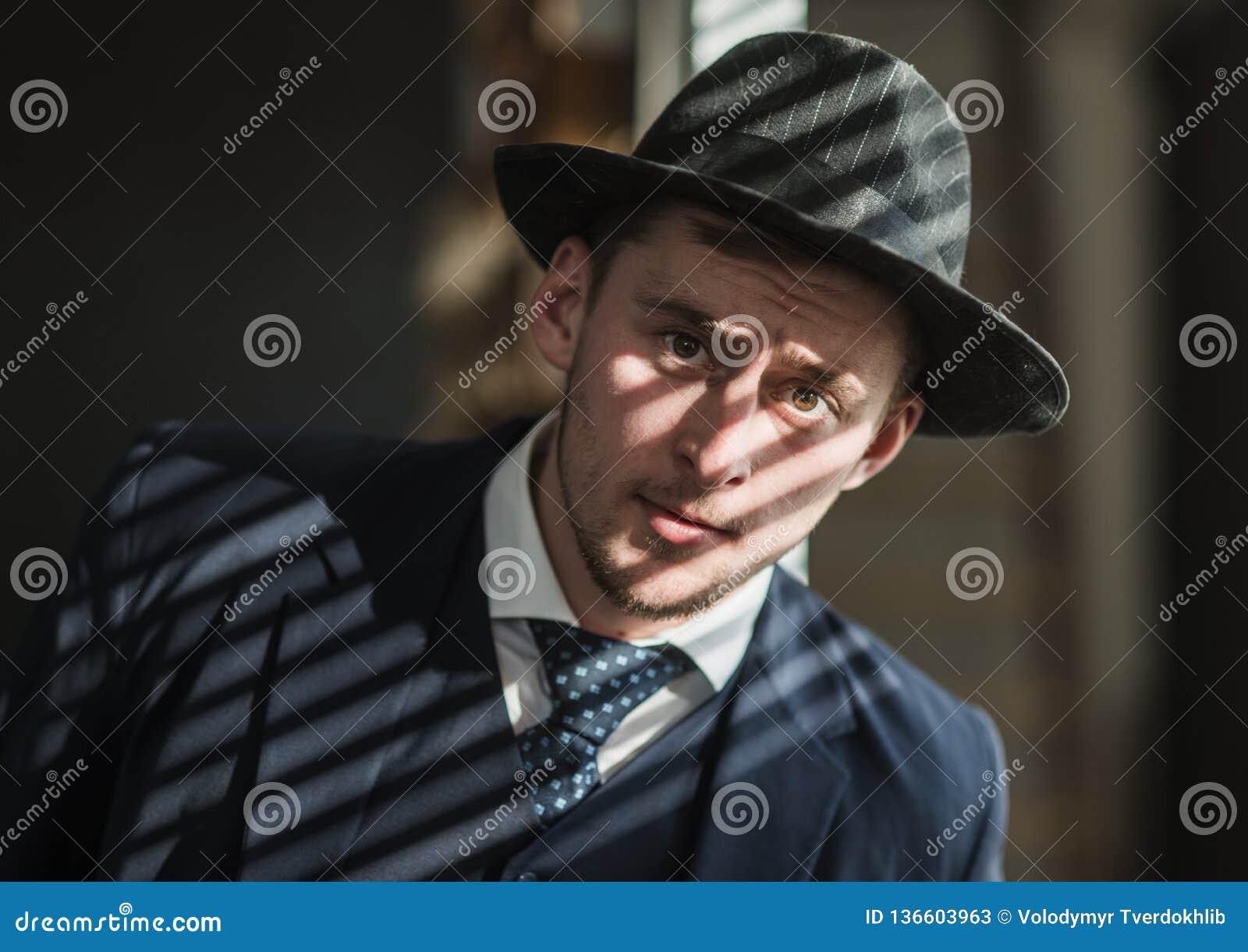 άτομο αναδρομικό Άτομο στο κοστούμι μαφία making money Συναλλαγή χρημάτων Εργασία επιχειρηματιών στο γραφείο λογιστών η τρισδιάστ