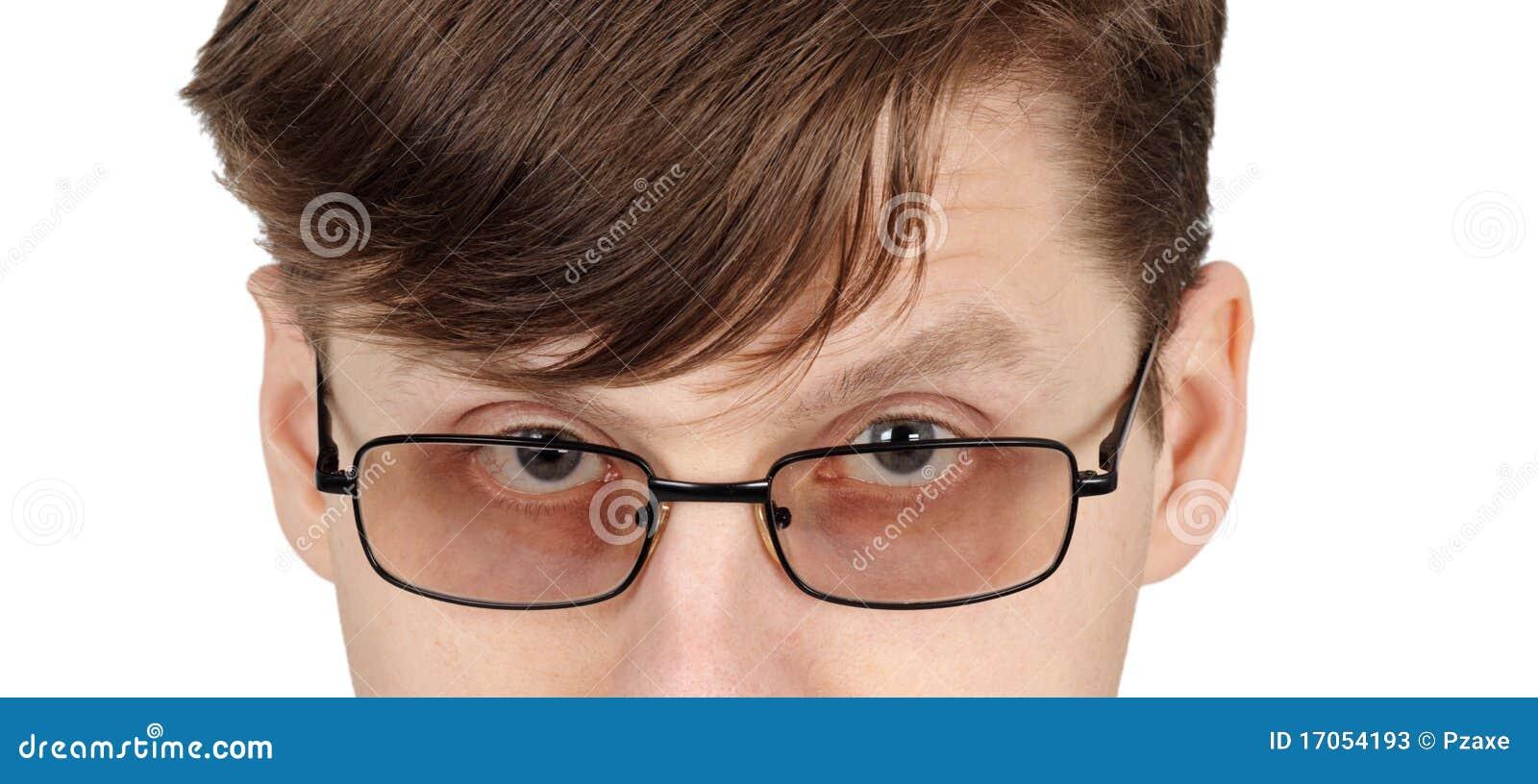 άτομο γυαλιών ματιών
