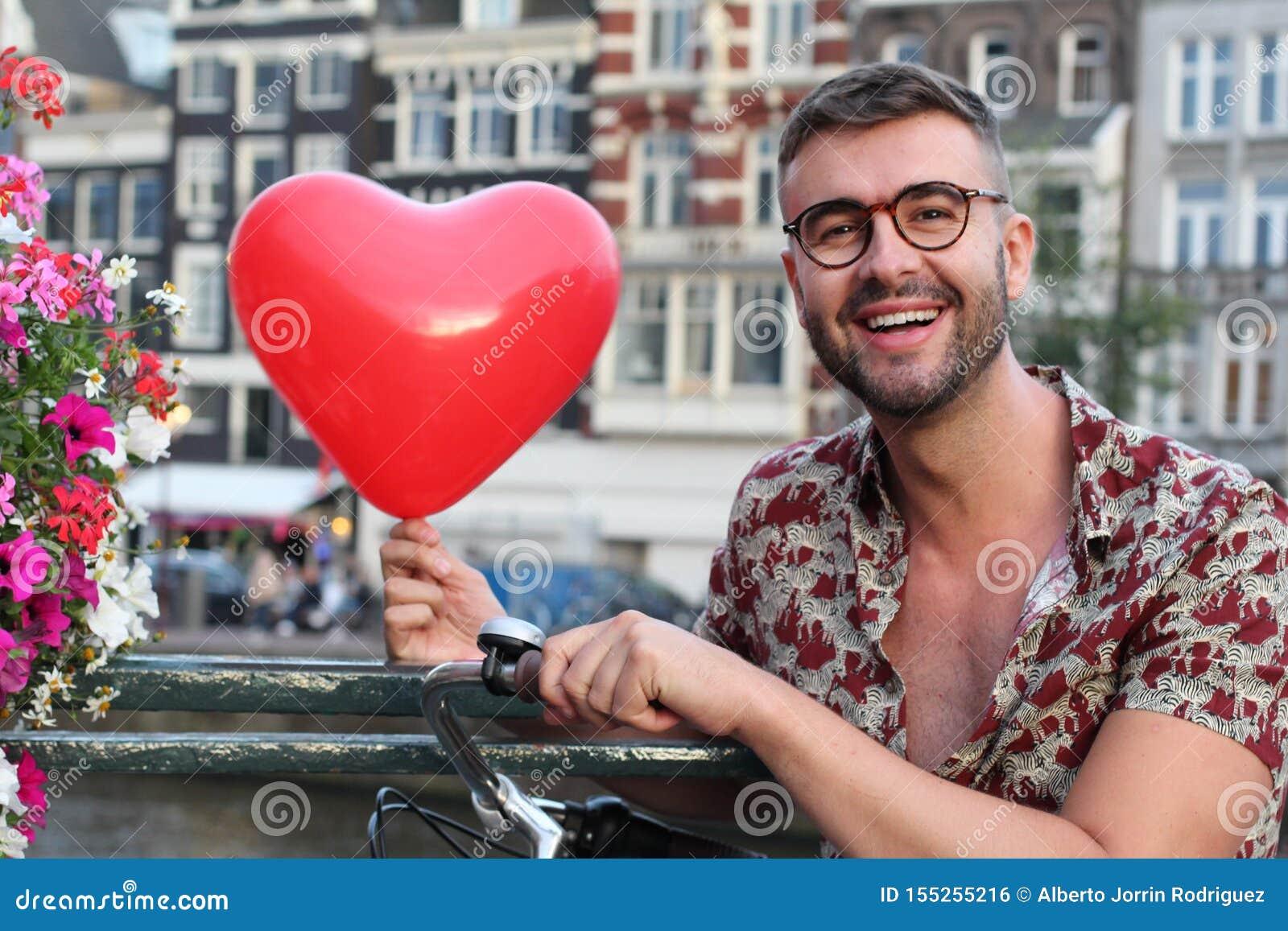 Άτομο ερωτευμένο με το Άμστερνταμ