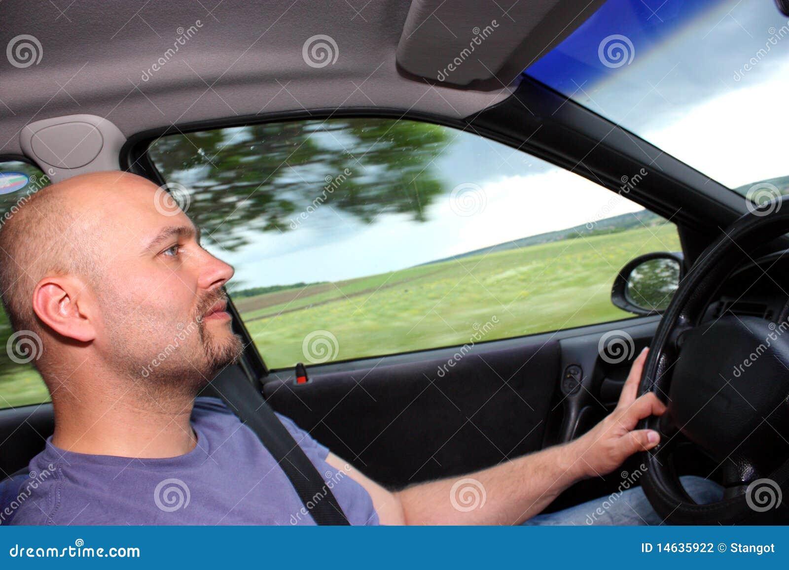 άτομο οδήγησης αυτοκινή&ta