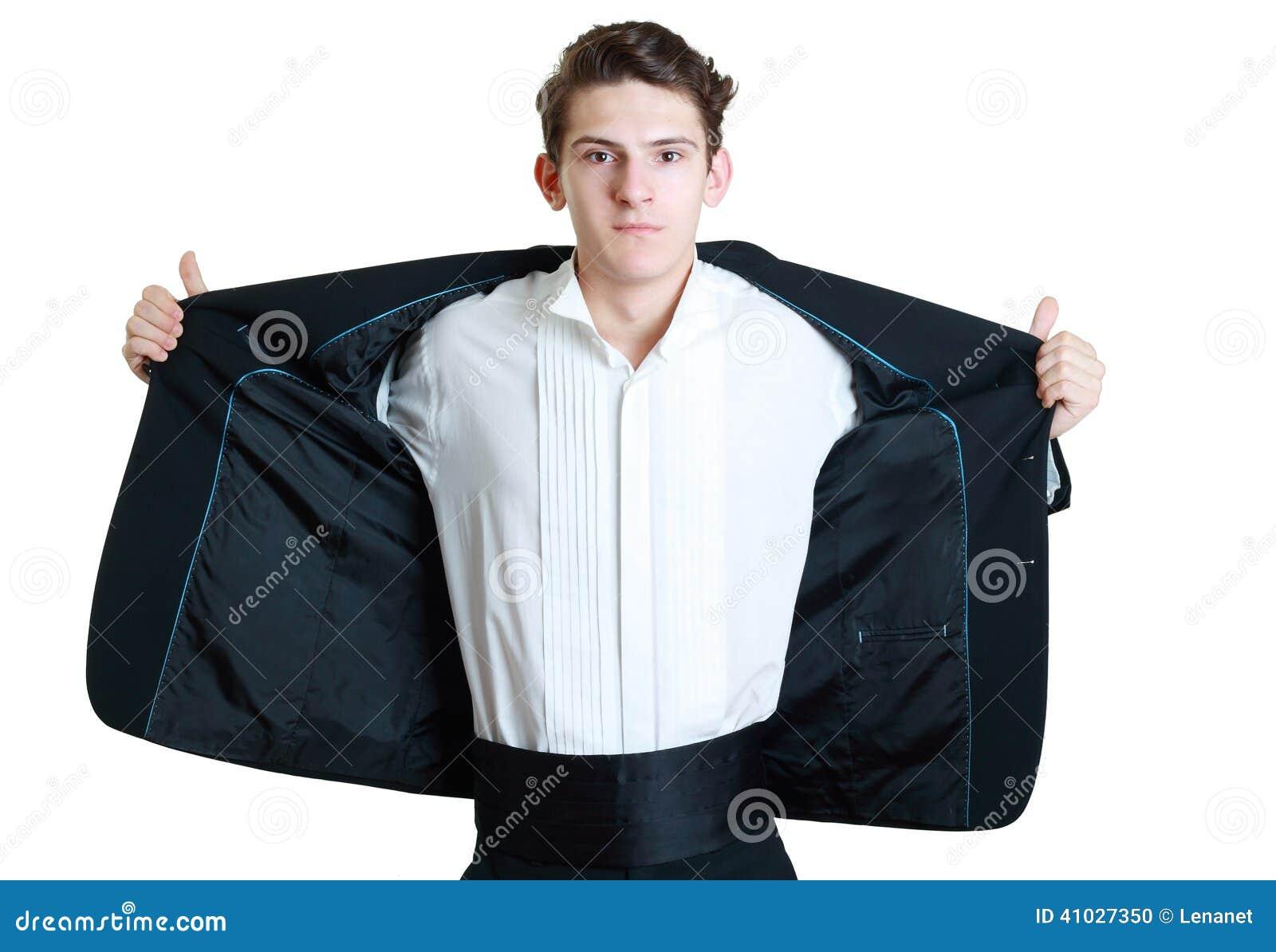 Άτομο που ανοίγει το κοστούμι του