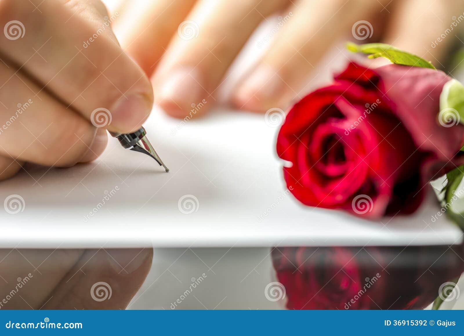 Άτομο που γράφει μια επιστολή στον αγαπημένο του