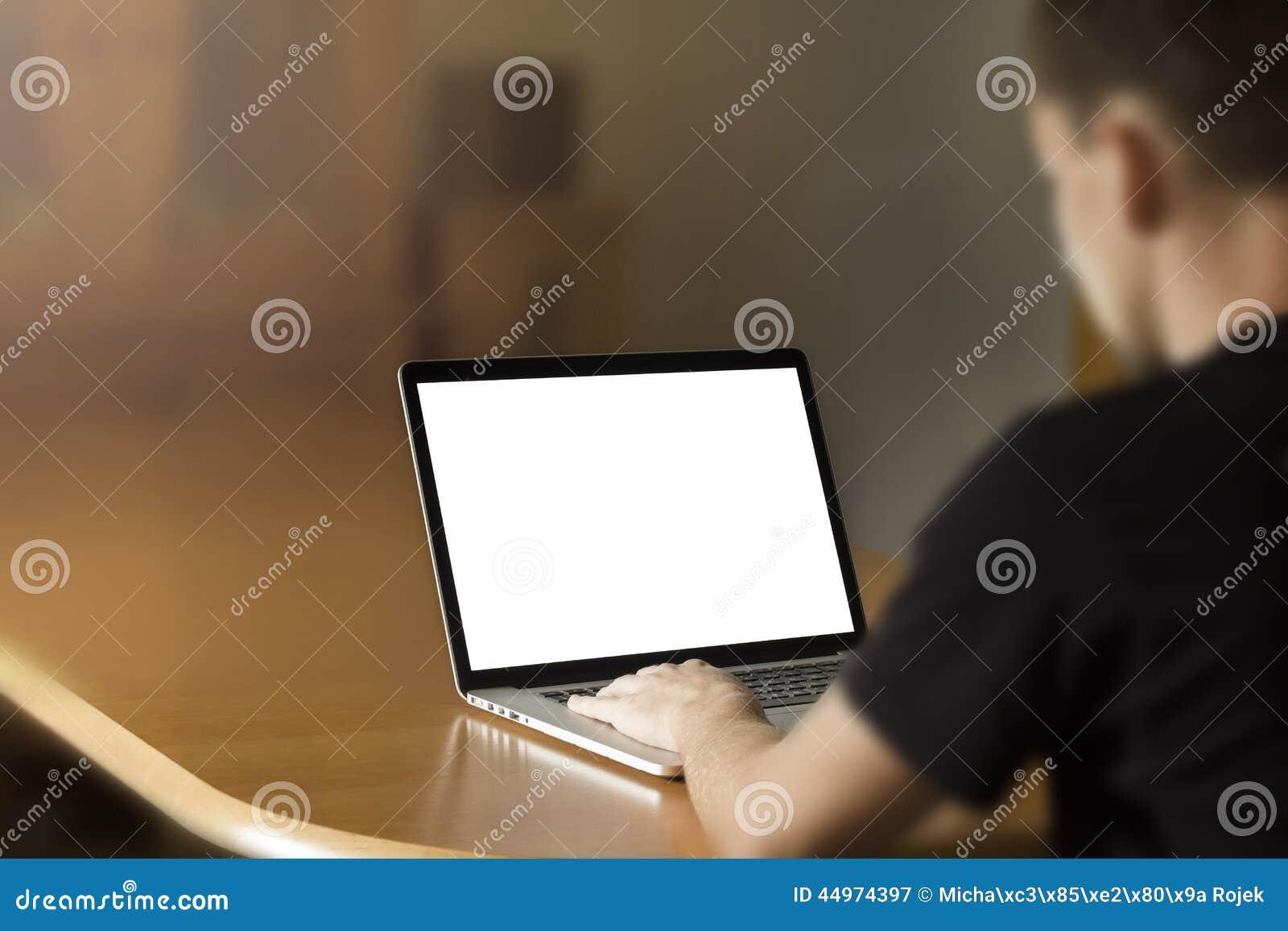Άτομο που εργάζεται στο σημειωματάριο