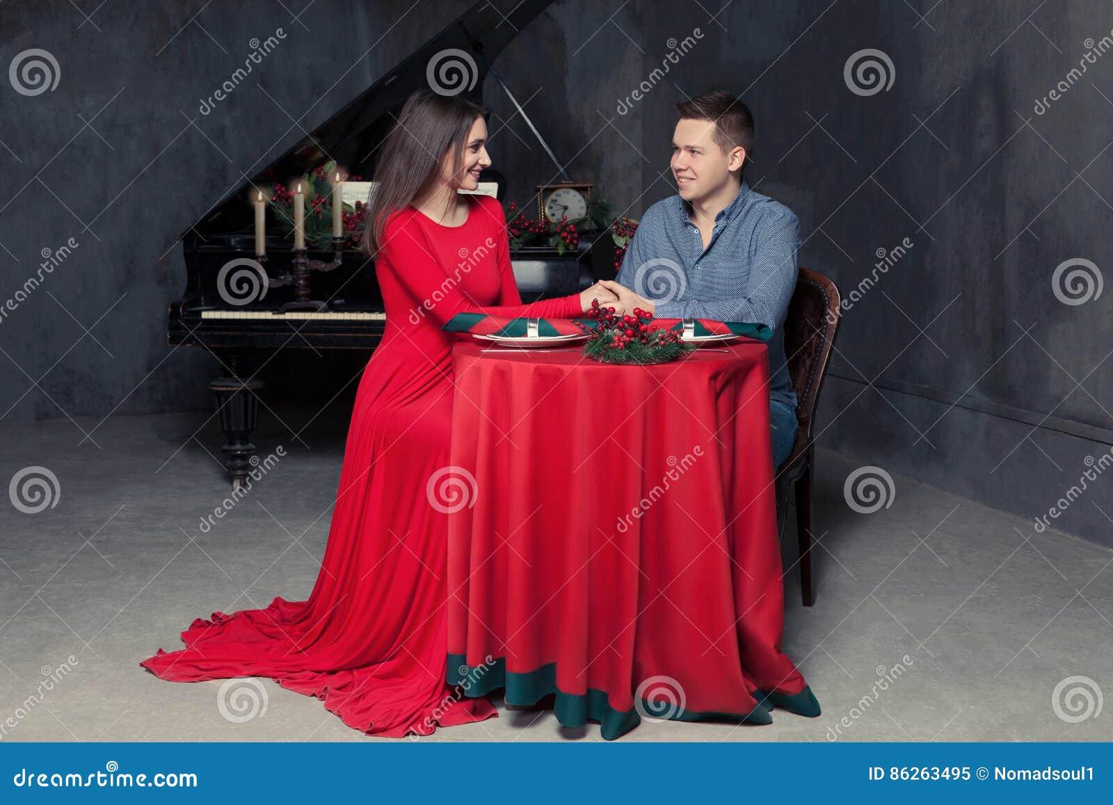 Άτομο που κάνει τον αγαπημένο προτάσεων γάμου