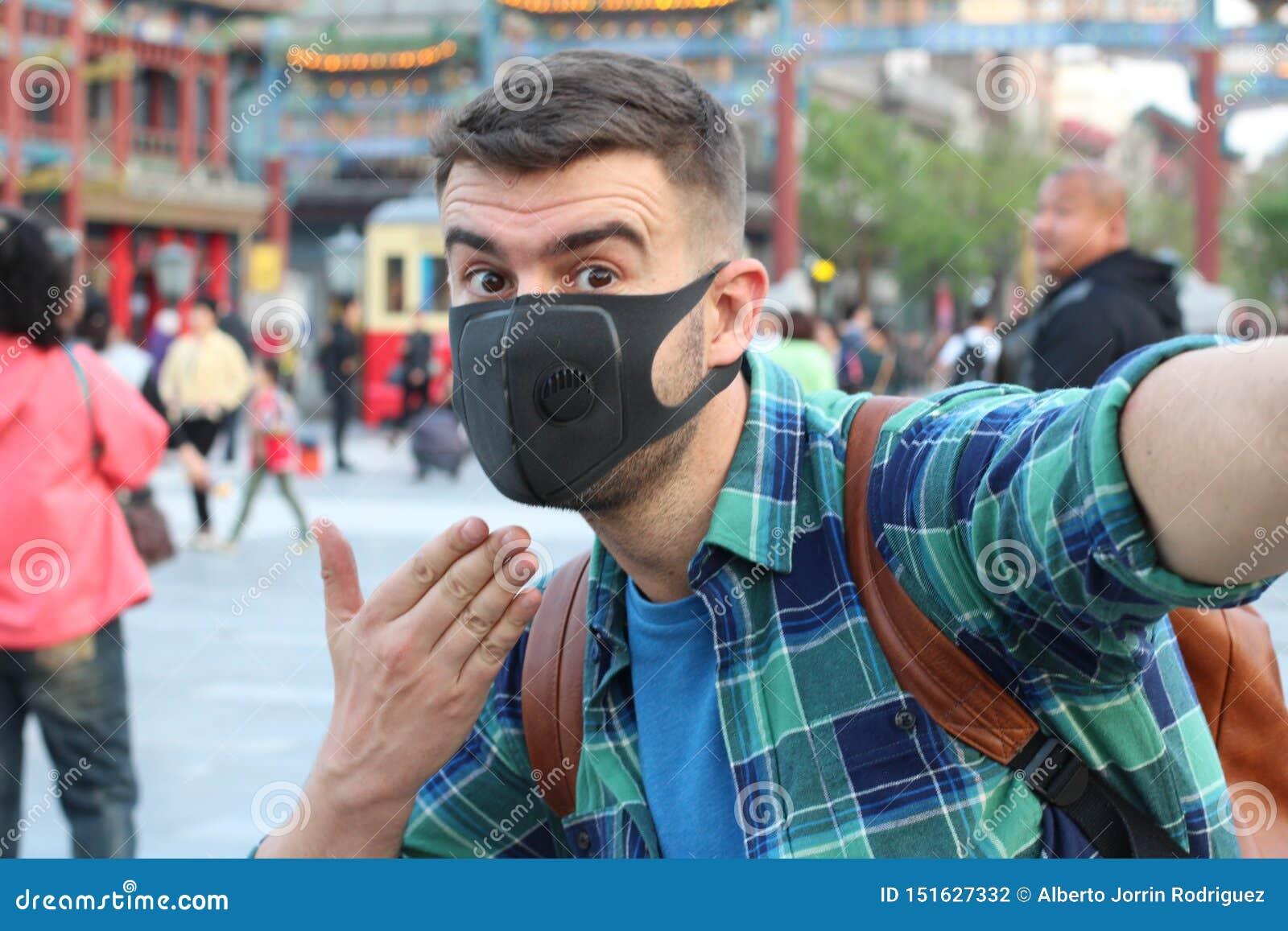 Άτομο που παραπονιέται λόγω της ρύπανσης