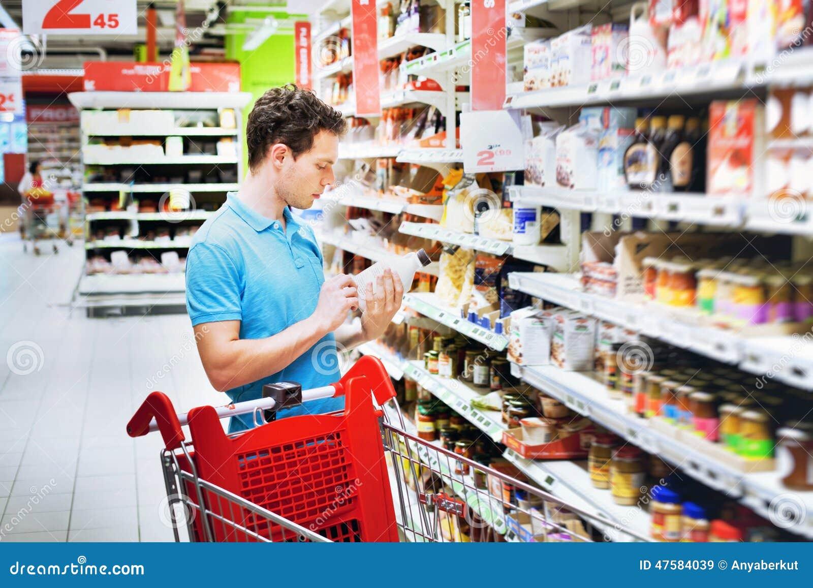 Άτομο στην υπεραγορά
