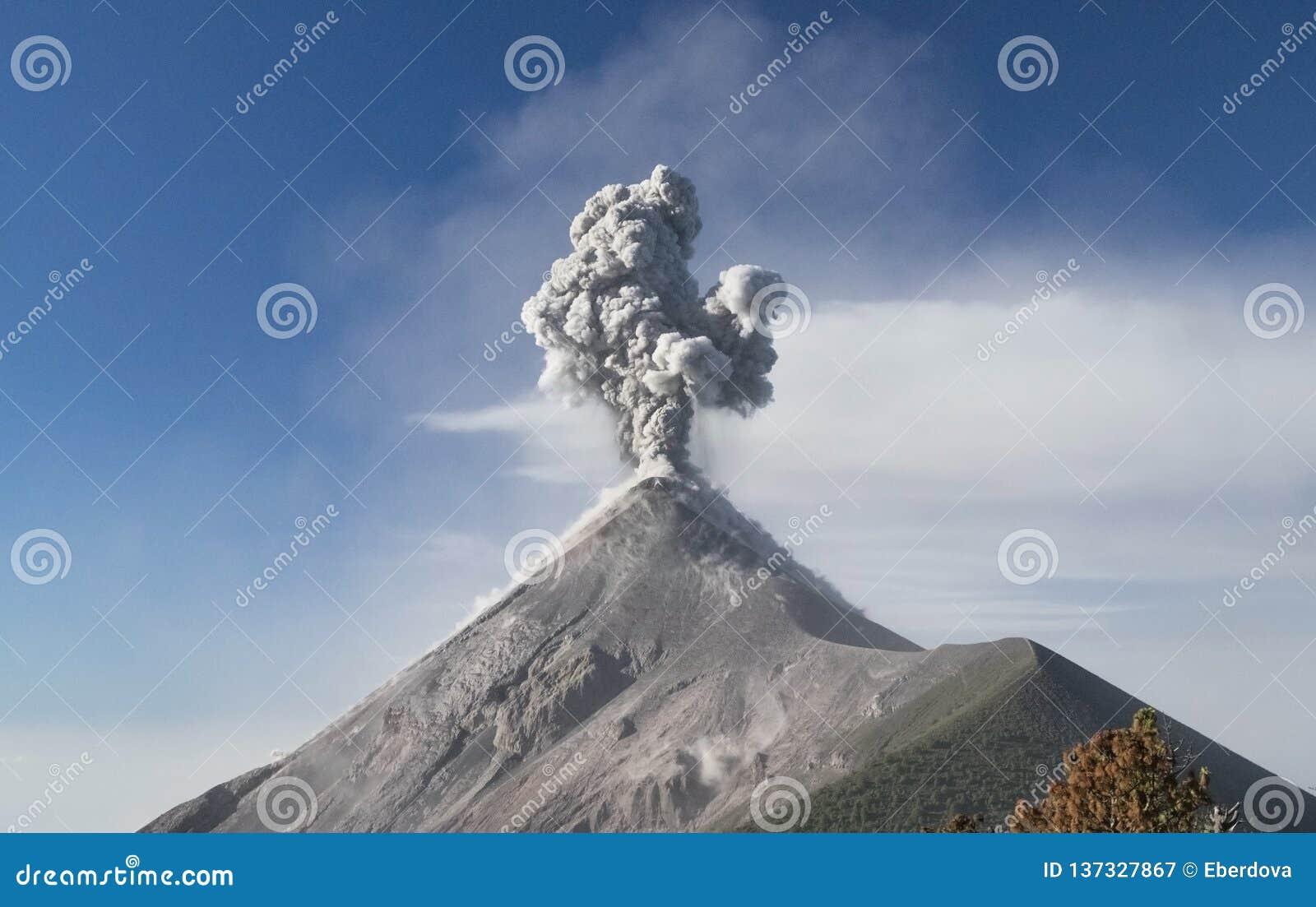 Έκρηξη του ενεργού ηφαιστείου Fuego