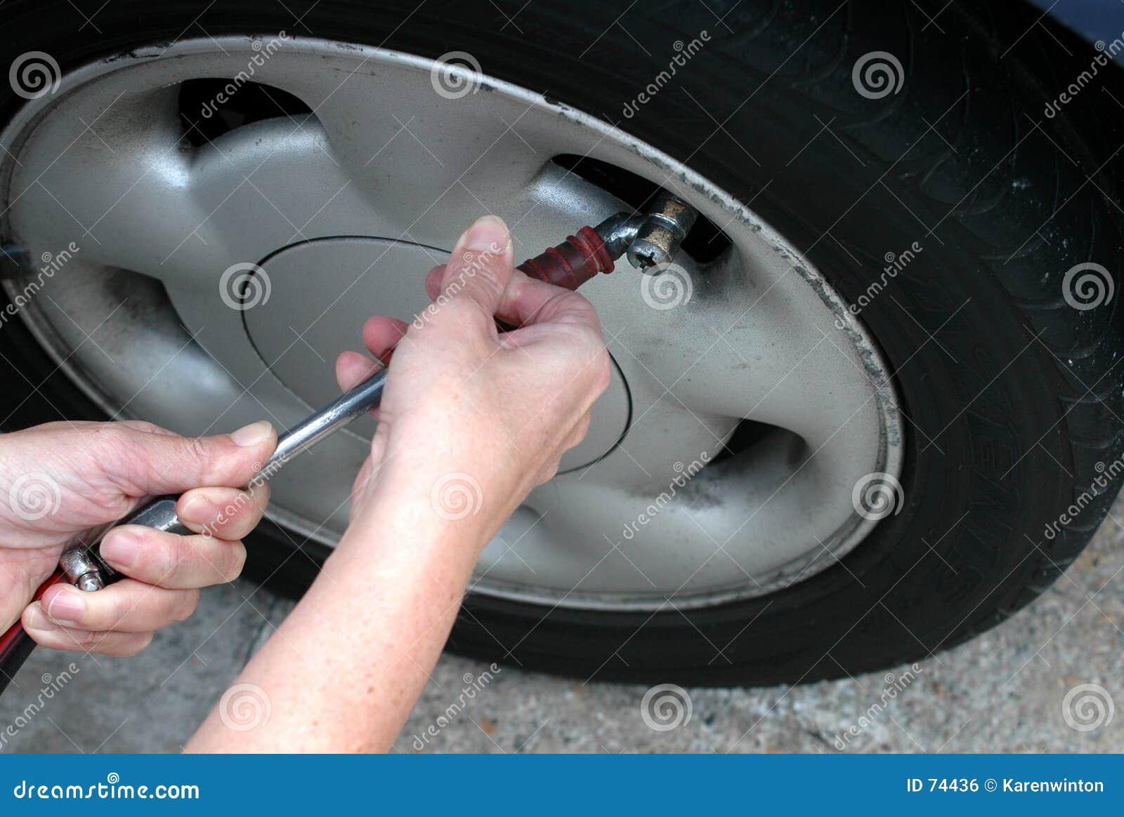 έλεγχος του ελαστικού αυτοκινήτου πίεσης
