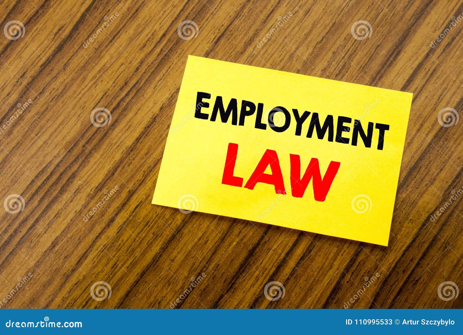 Έμπνευση τίτλων κειμένων γραψίματος χεριών που παρουσιάζει νόμο απασχόλησης Επιχειρησιακή έννοια για τη νομική δικαιοσύνη υπαλλήλ