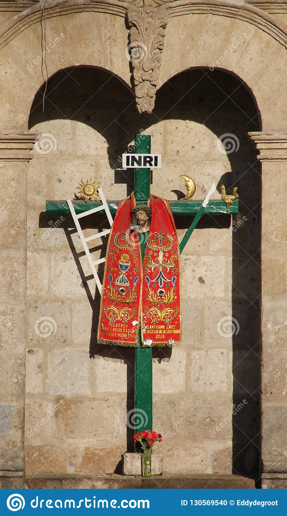 Ένας διακοσμημένος σταυρός σε Arequipa