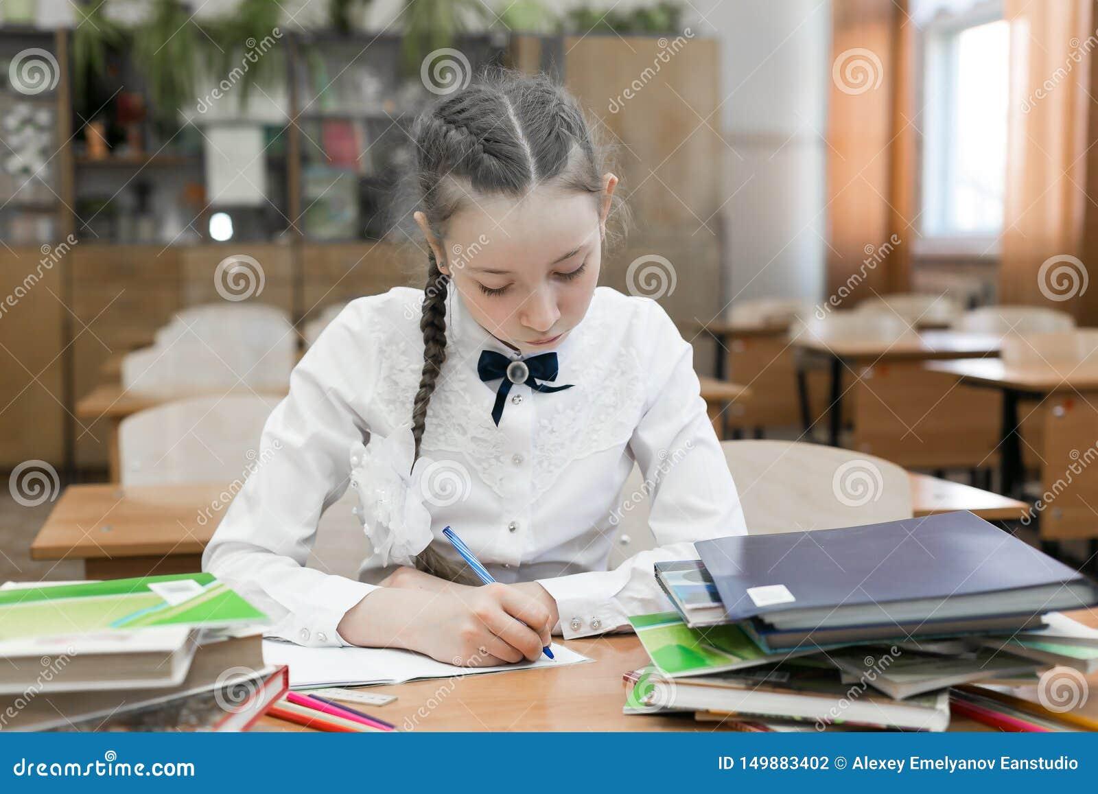 Ένας επιτυχής σπουδαστής κοριτσιών είναι ένας άριστος σπουδαστής που κάνει την εργασία της