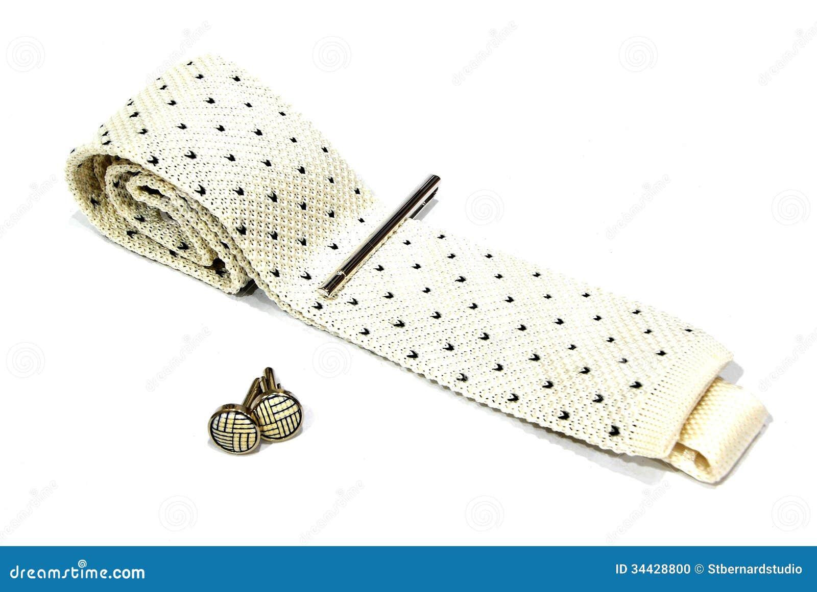 Ένας δεσμός, μια καρφίτσα γραβάτας και ένα μανικετόκουμπο