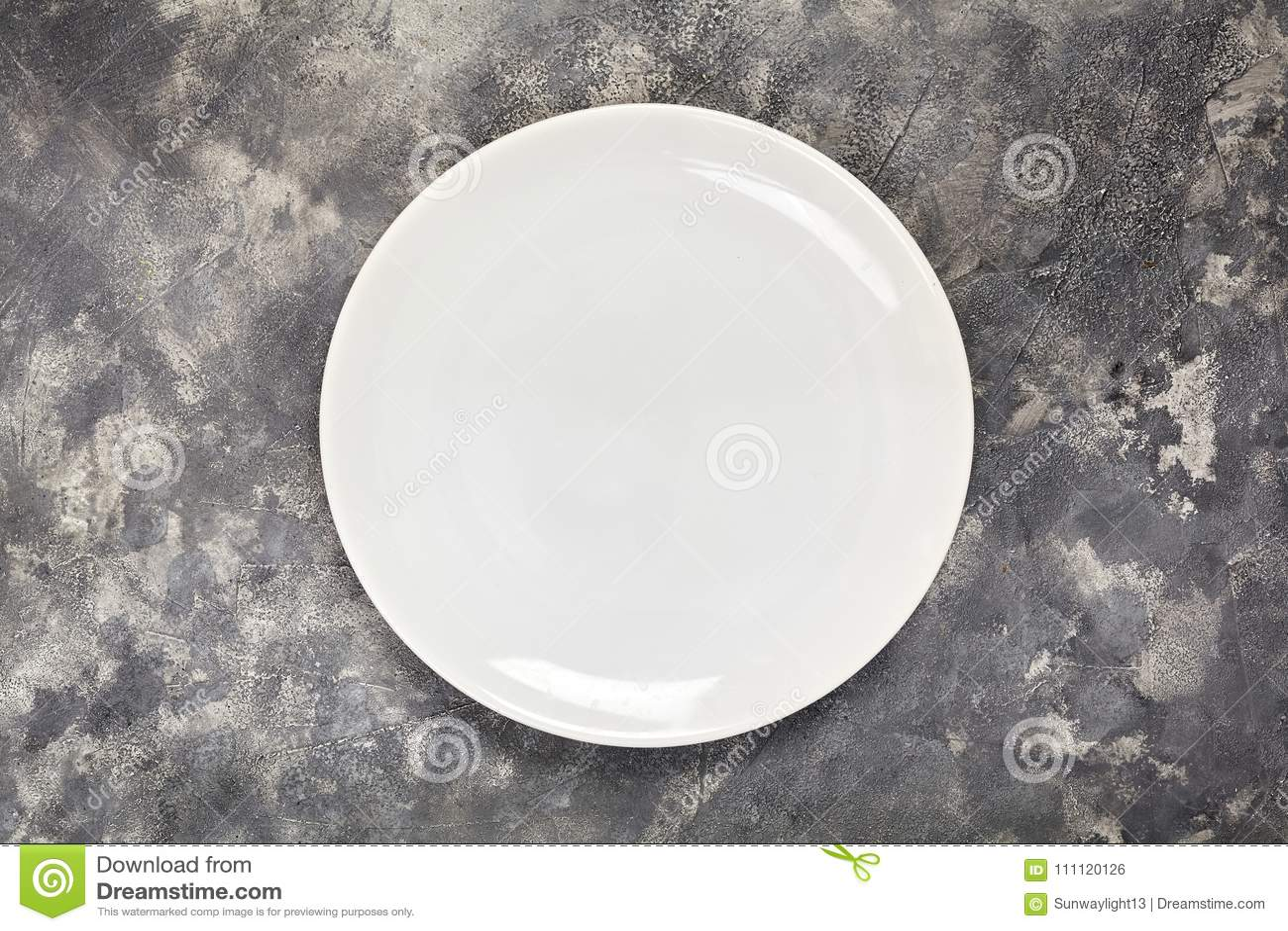 Ένα άσπρο πιάτο Ένα αντικείμενο καθαρίστε Για τα τρόφιμα επάνω από την όψη σχεδιάστε το σας σύσταση