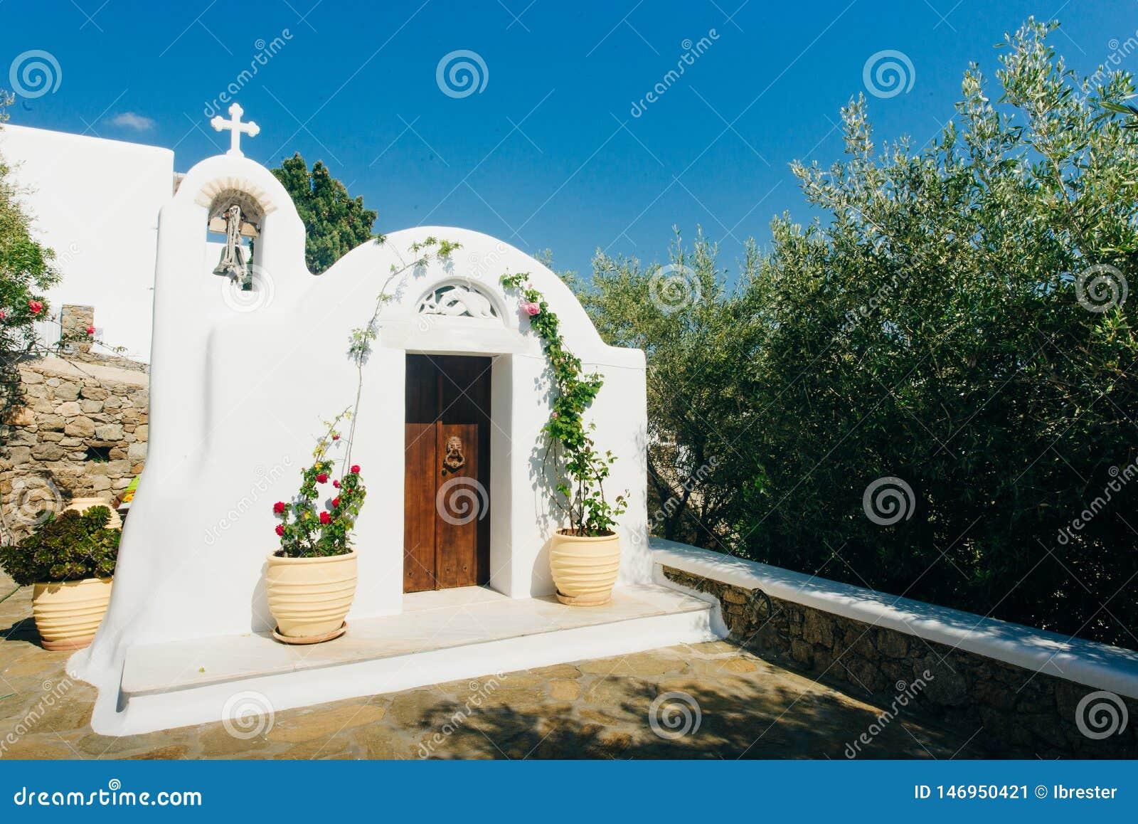 Ένα από πολλά χαρακτηριστικά παρεκκλησια της ελληνικής Ορθόδοξης Εκκλησίας στην πόλη της Μυκόνου