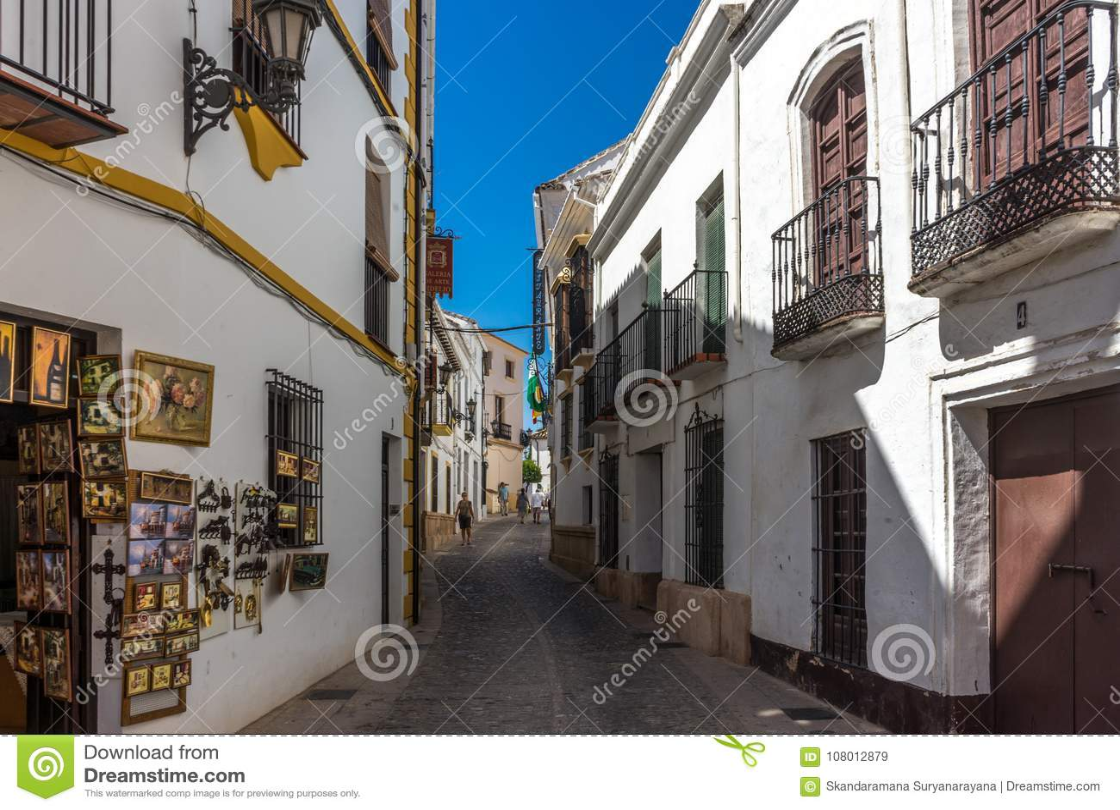 Ένα κατάστημα streetside στην πόλη της Ronda Ισπανία, Ευρώπη σε ένα καυτό SU