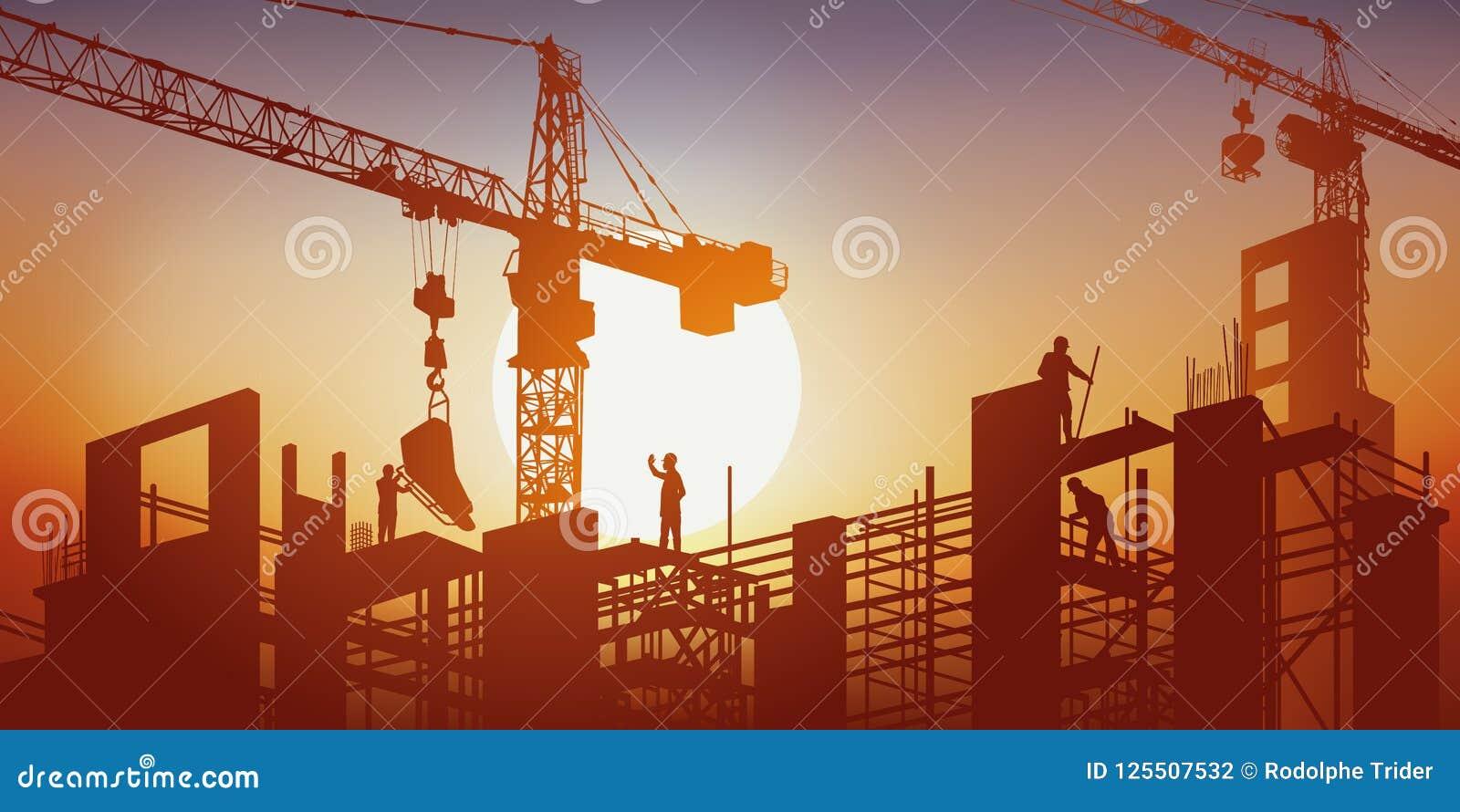 Ένα κτήριο χτίζεται κάτω από τον ήλιο στη μέση των γερανών και των υλικών σκαλωσιάς