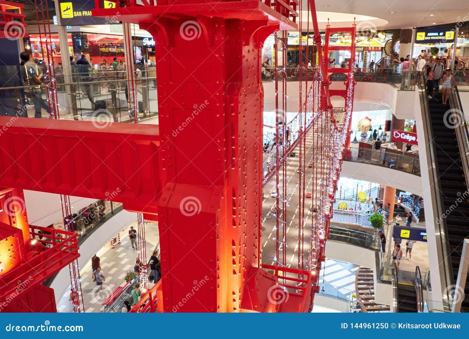 Ένα μικρότερο αντίγραφο της χρυσής γέφυρας πυλών σε τελικά 21 Pattaya