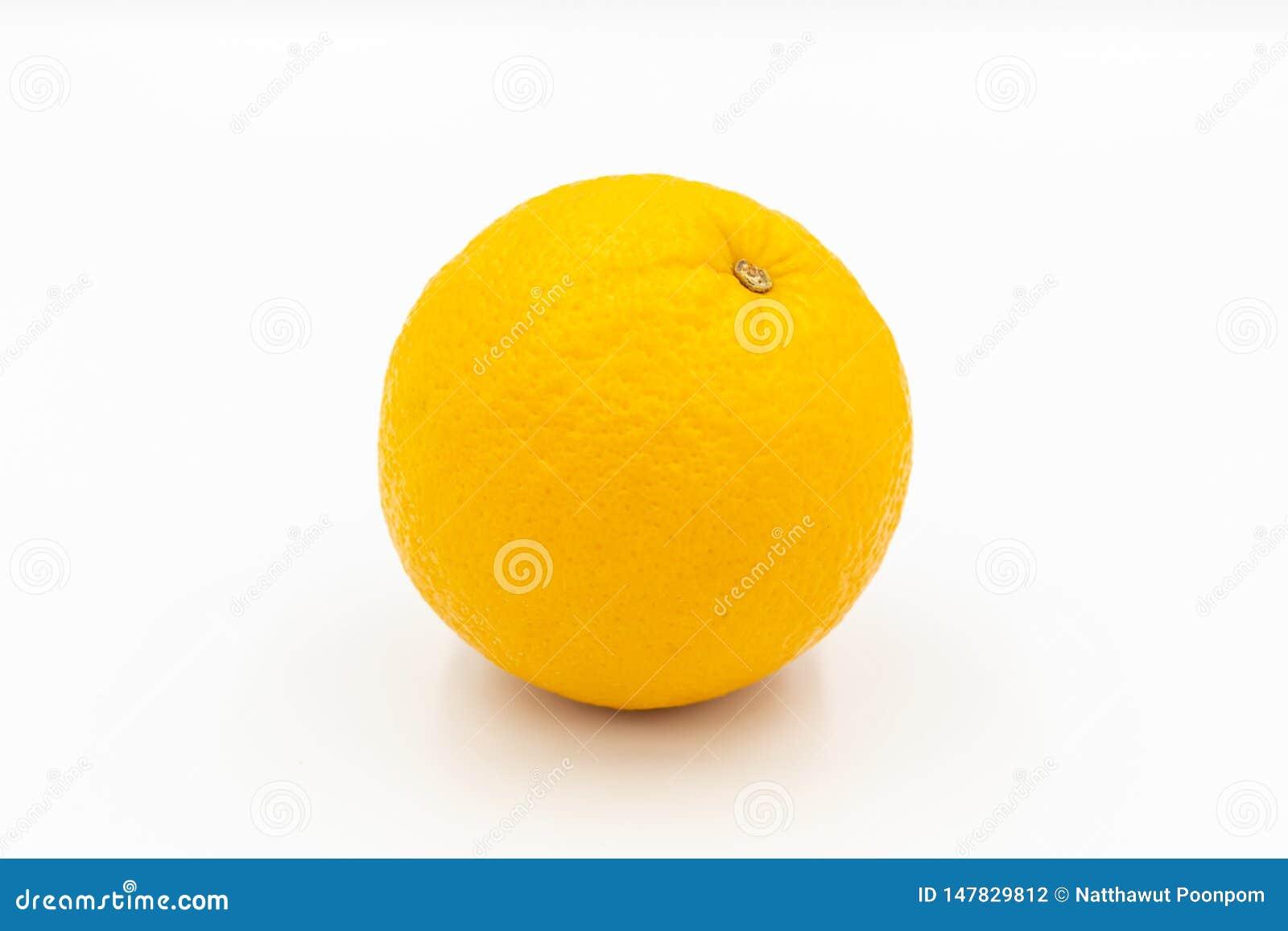 Ένα πορτοκαλί sunkist σε ένα άσπρο υπόβαθρο