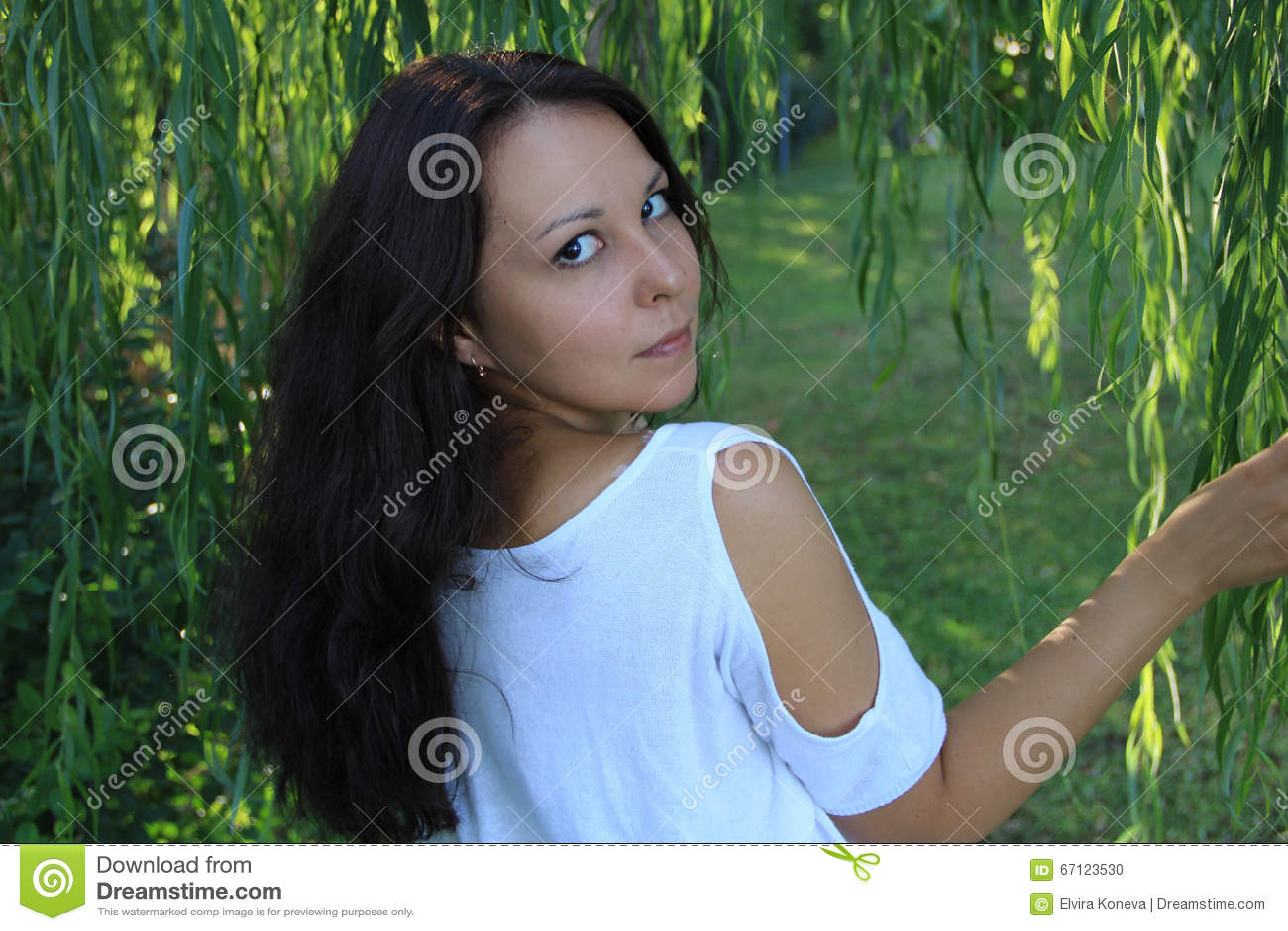 Ένα πορτρέτο μιας όμορφης ασιατικής γυναίκας