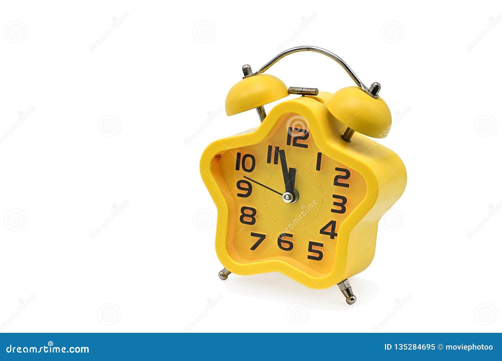 Ένα ρολόι Χριστουγέννων αστερίσκων που παρουσιάζει υπόλοιπο χρόνο μέχρι τα μεσάνυχτα σε ένα άσπρο υπόβαθρο κίτρινος Ρολόι δώδεκα