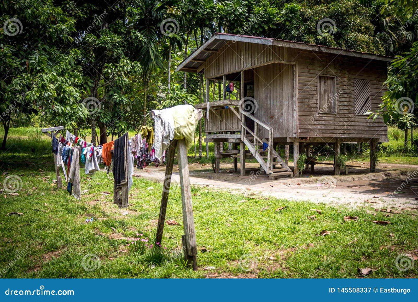 Ένα σπίτι primiteve στη Παπούα Νέα Γουϊνέα