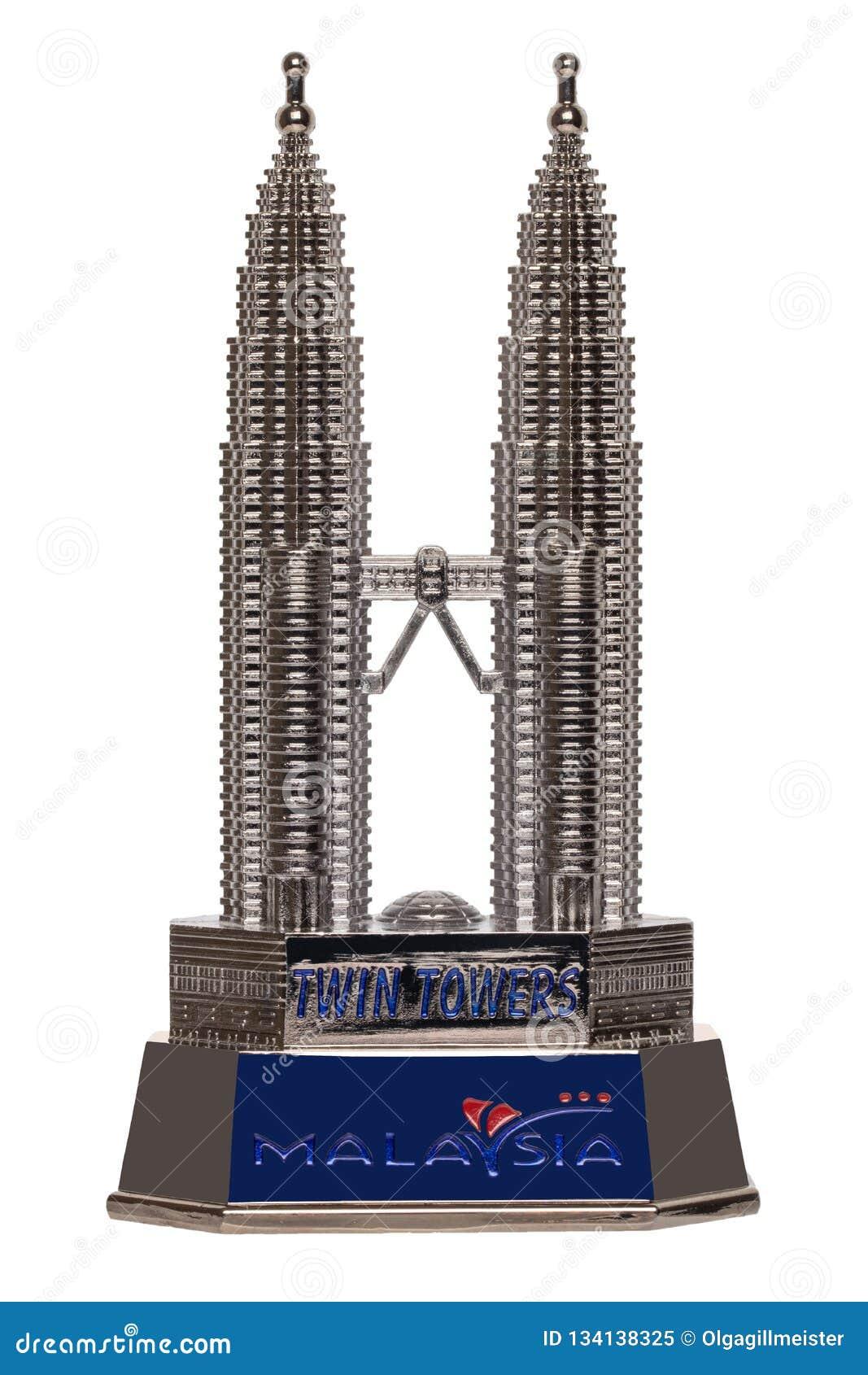 Έννοια αρχιτεκτονικής και κτηρίων Ένα αναμνηστικό έκανε από το μέταλλο massiv των δίδυμων πύργων Petronas που απομονώθηκαν σε ένα