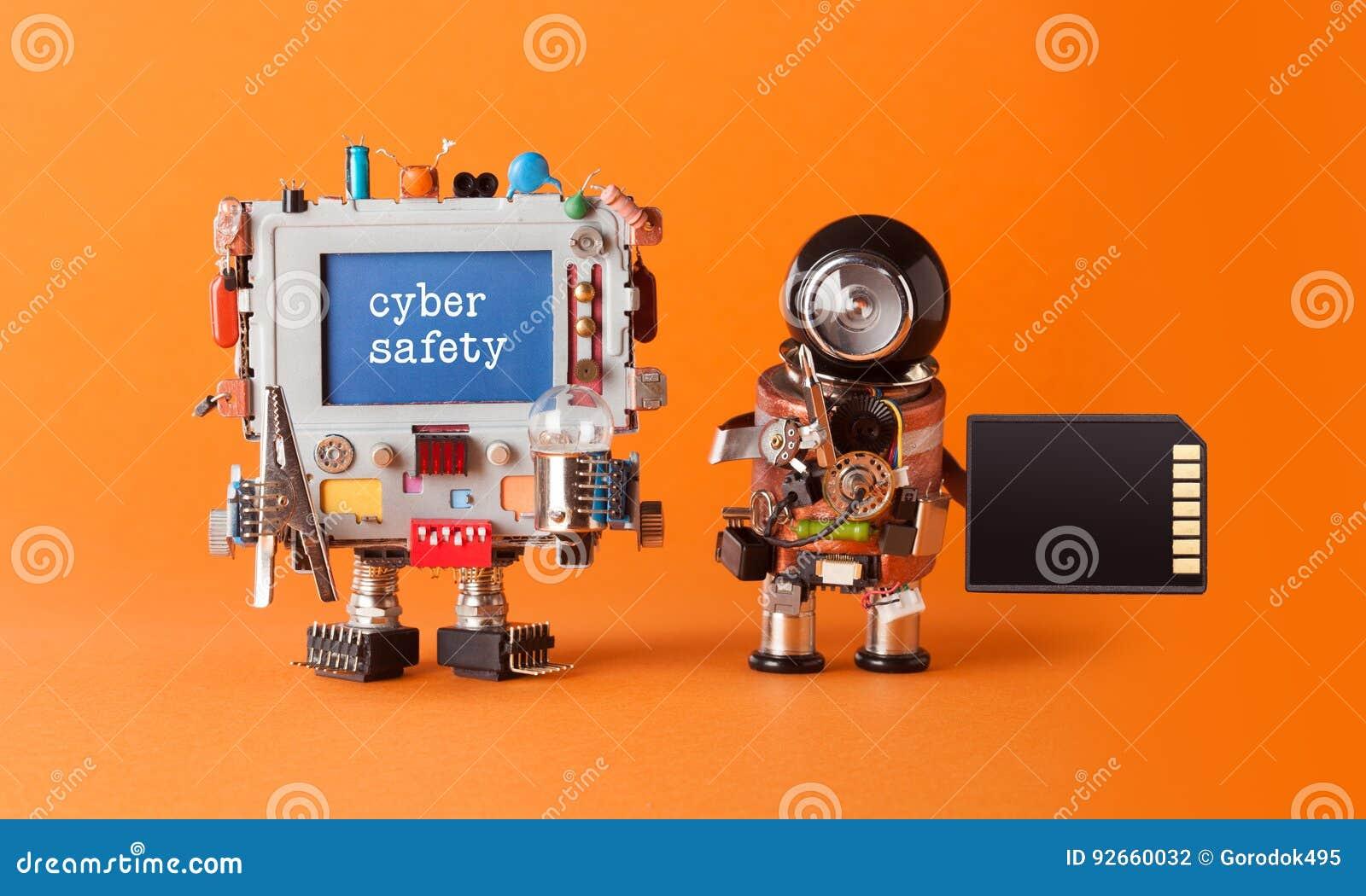 Έννοια ασφάλειας εγκλήματος Διαδικτύου ασφάλειας Cyber Άγρυπνος χαραγμένος μήνυμα υπολογιστής Ρομποτικός αντιιός ειδικών καρτών μ