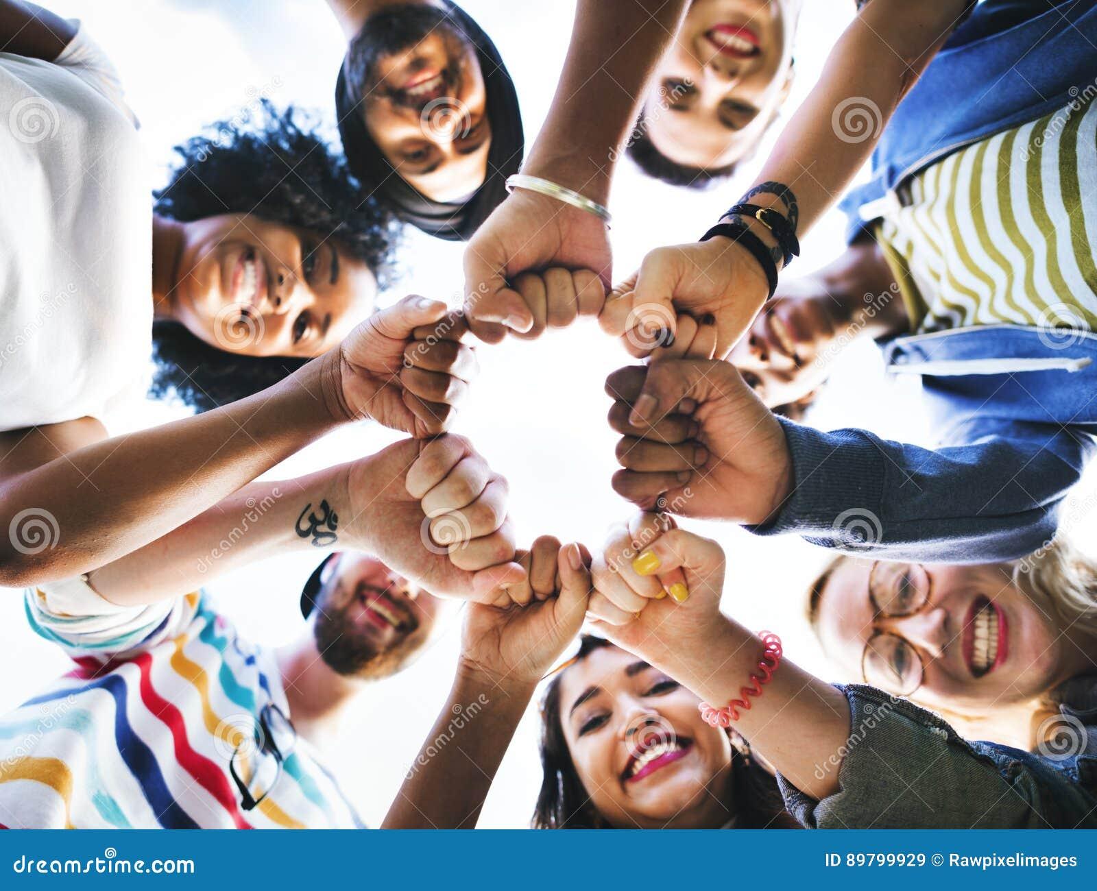 Έννοια ενότητας πυγμών φιλίας φίλων