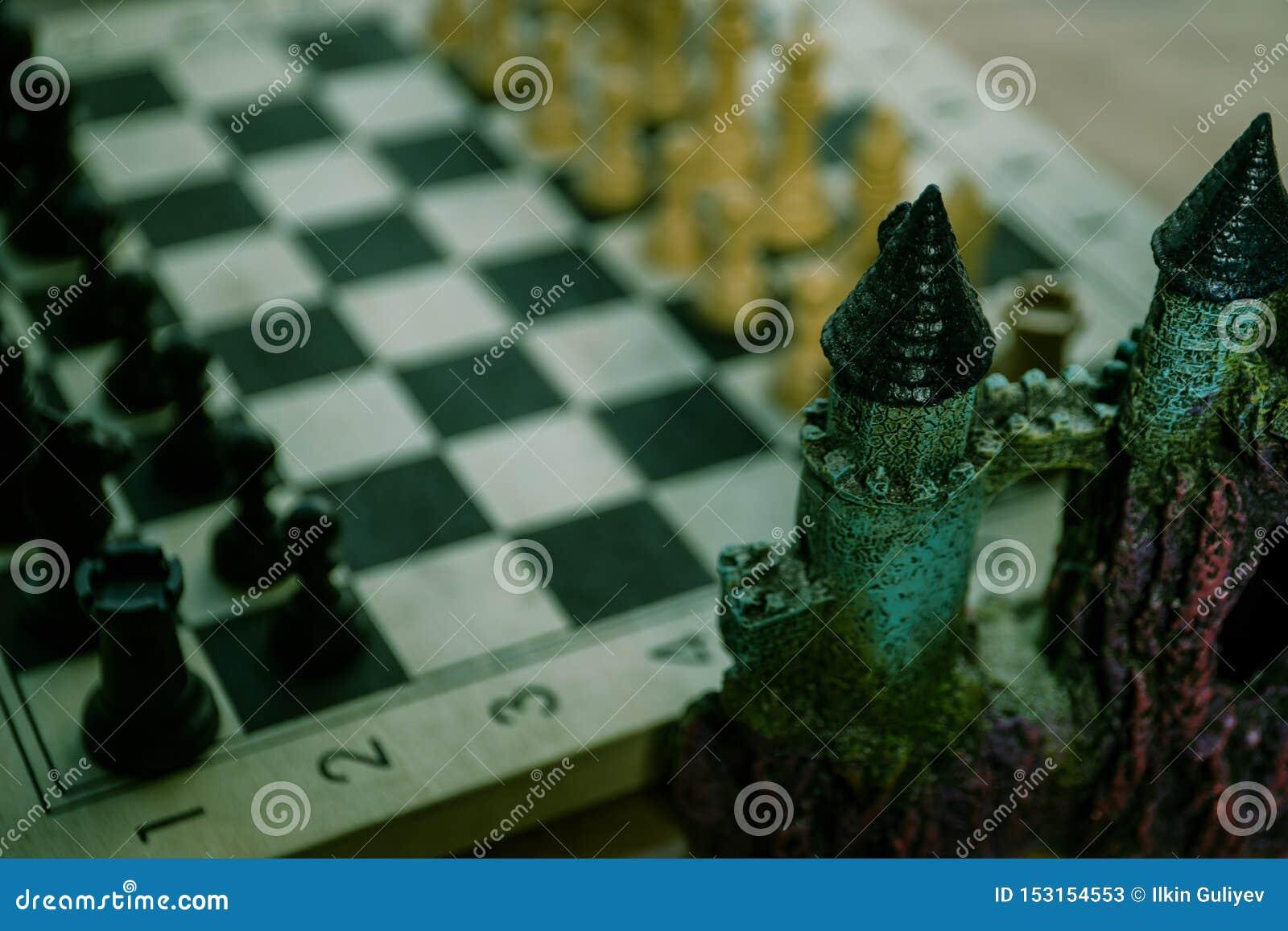 Έννοια επιτραπέζιων παιχνιδιών σκακιού των επιχειρησιακών ιδεών και του ανταγωνισμού Αριθμοί σκακιού για μια σκακιέρα Υπαίθριο υπ