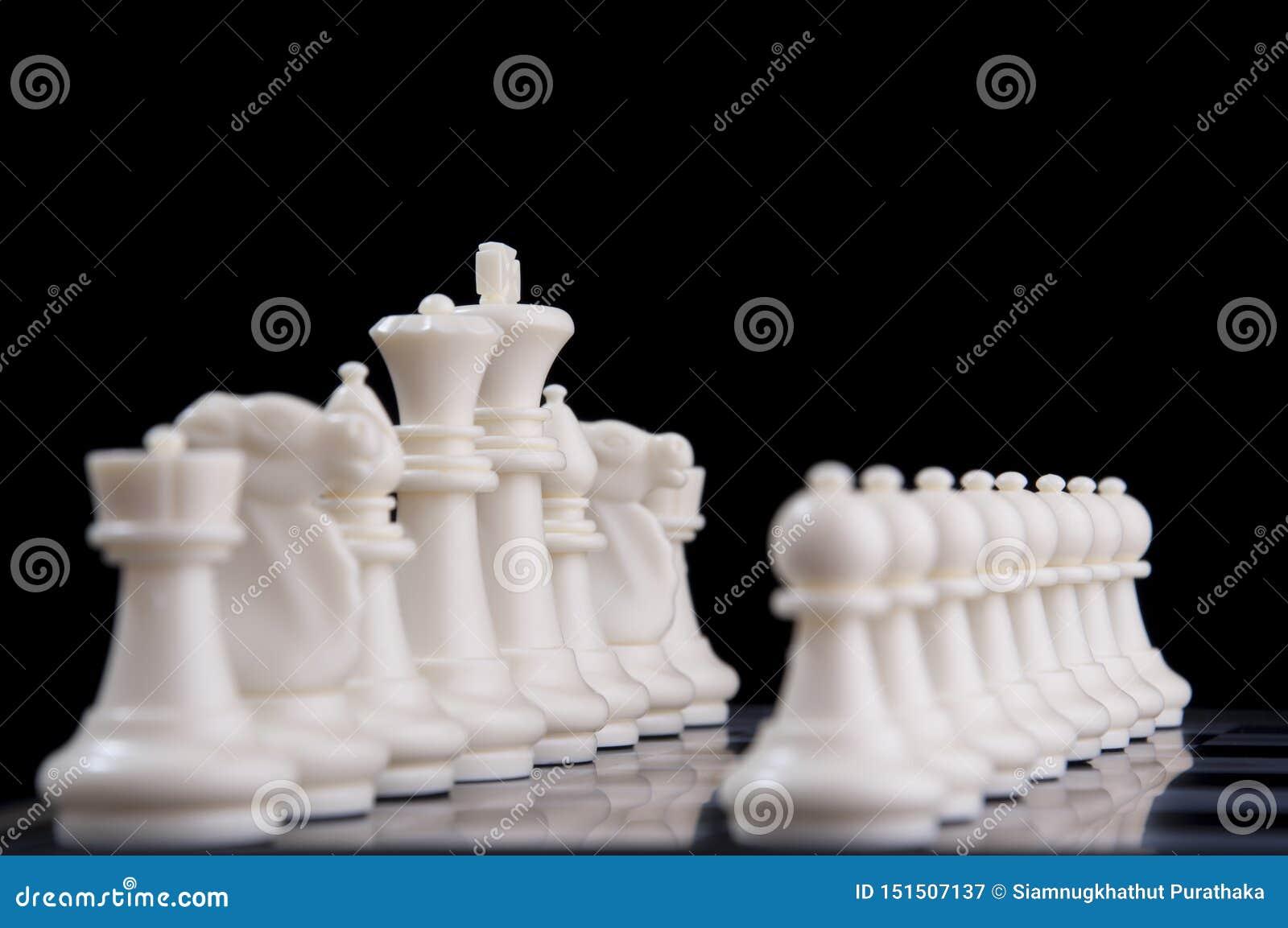 Έννοια επιχειρησιακής στρατηγικής στο μαύρο υπόβαθρο Ιδέα στρατηγικής επιχειρησιακού προγραμματισμού ξεκινήματος με το παιχνίδι σ