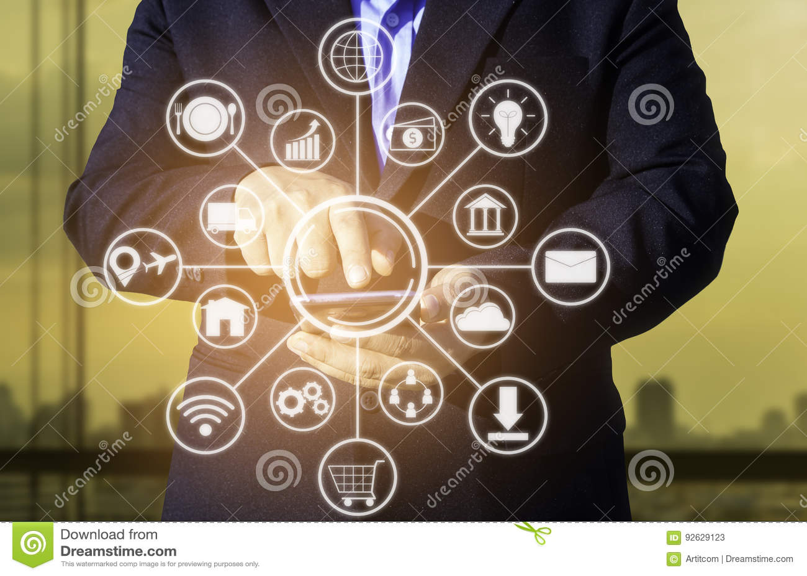 έννοια επιχειρησιακής τεχνολογίας, έξυπνο pho χρήσης χεριών επιχειρηματιών