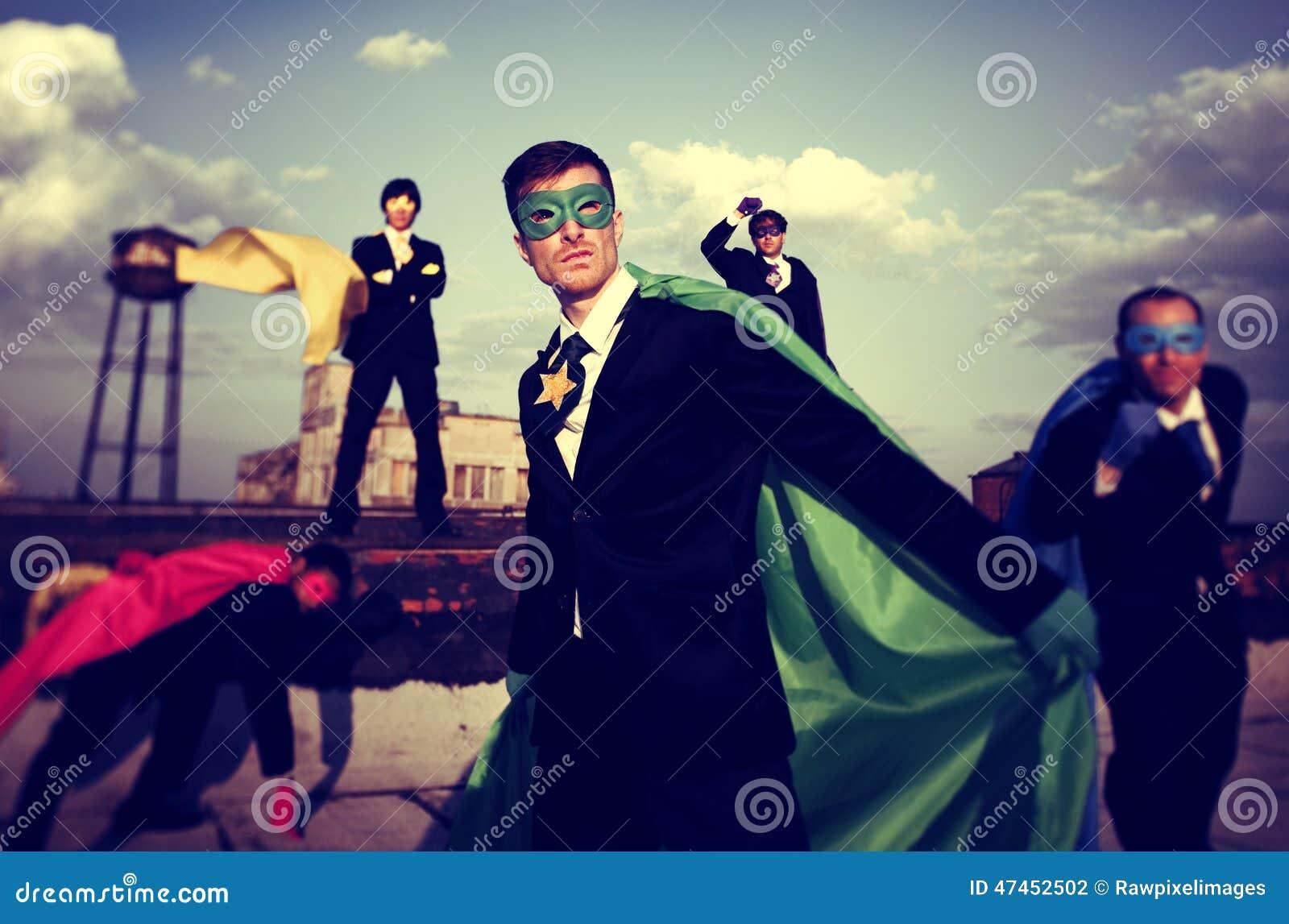 Έννοια εργασίας ομάδας εμπιστοσύνης Superhero επιχειρηματιών