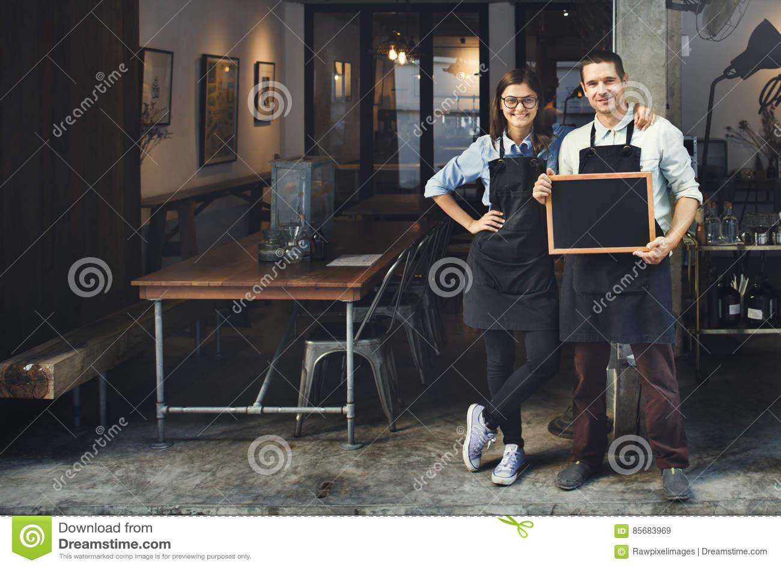 Έννοια εστιατορίων υπηρεσιών καφετεριών Barista ζεύγους