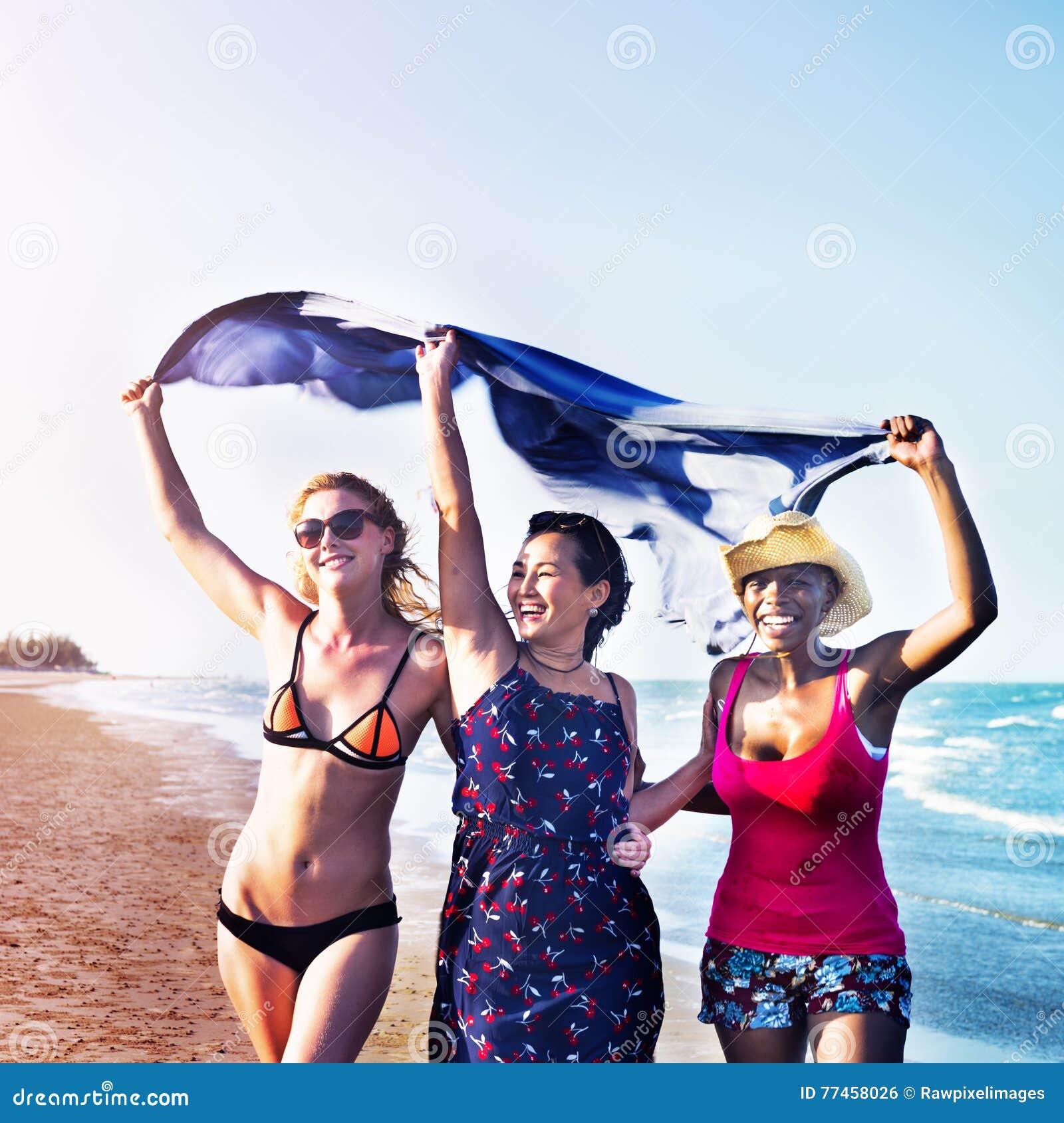 Έννοια διακοπών θερινών παραλιών κοριτσιών θηλυκότητας