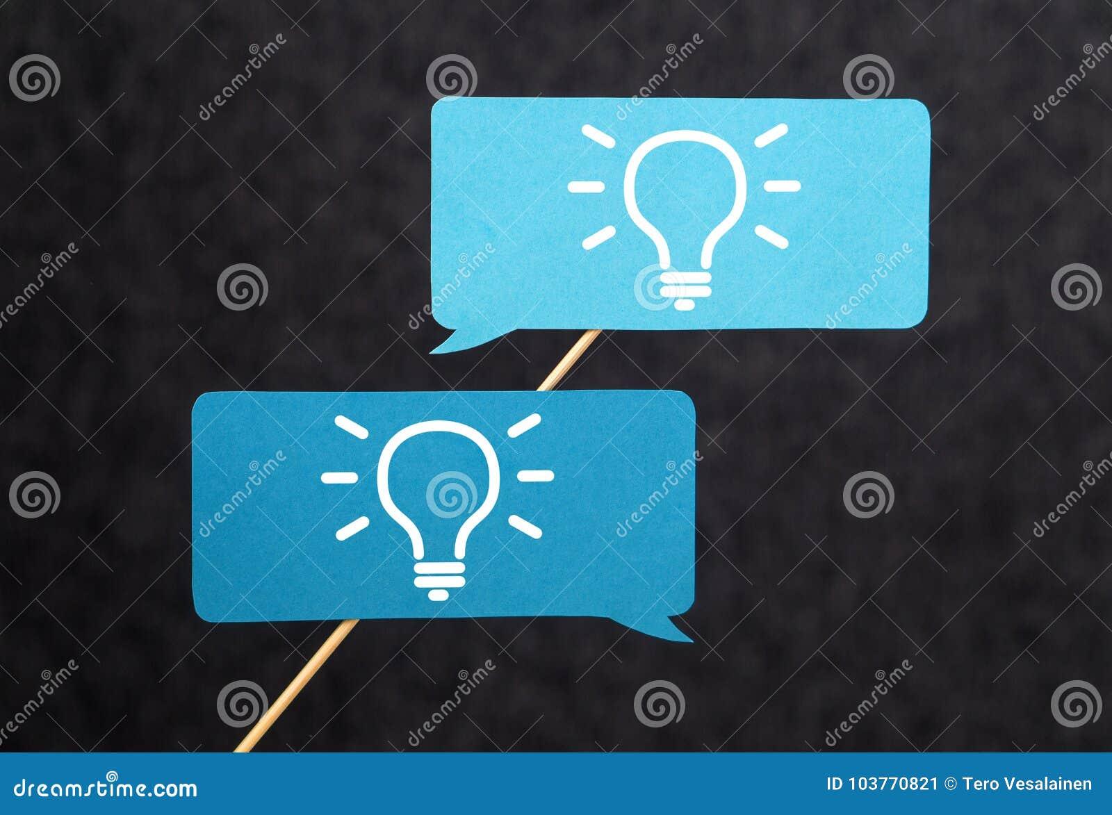 Έννοια καινοτομίας, καταιγισμού ιδεών, έμπνευσης και ομαδικής εργασίας