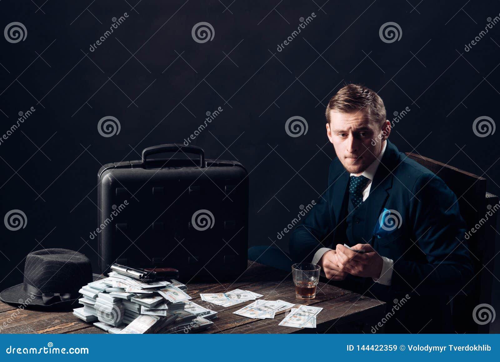 έννοια μικρών επιχειρήσεων Άτομο στο κοστούμι μαφία making money Εργασία επιχειρηματιών στο γραφείο λογιστών εννοιολογικό wellnes