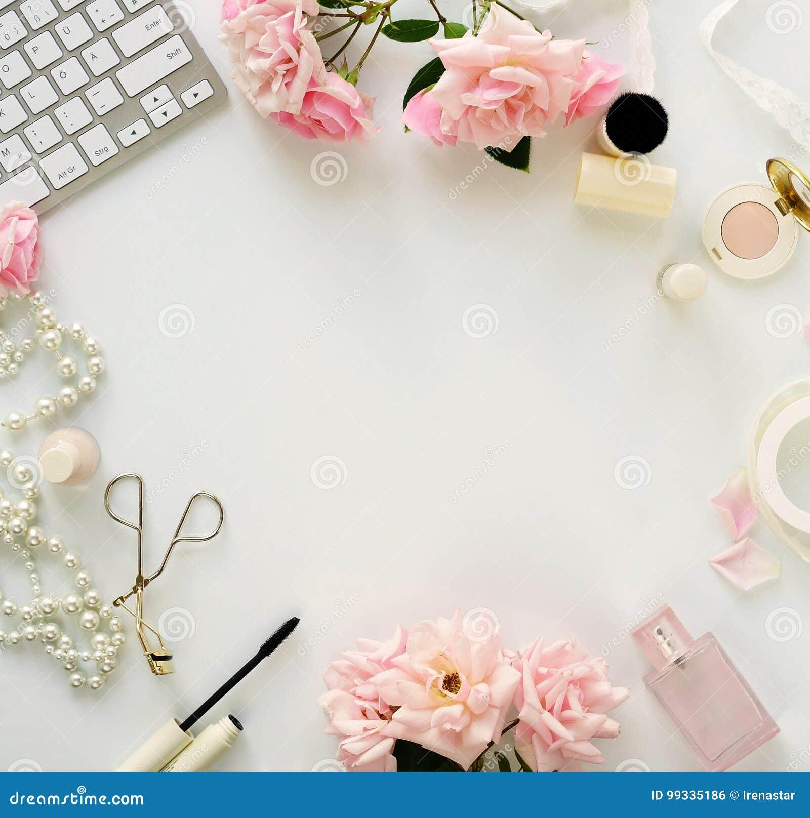 Έννοια ομορφιάς blog Θηλυκός αποτελέστε τα εξαρτήματα και τα τριαντάφυλλα