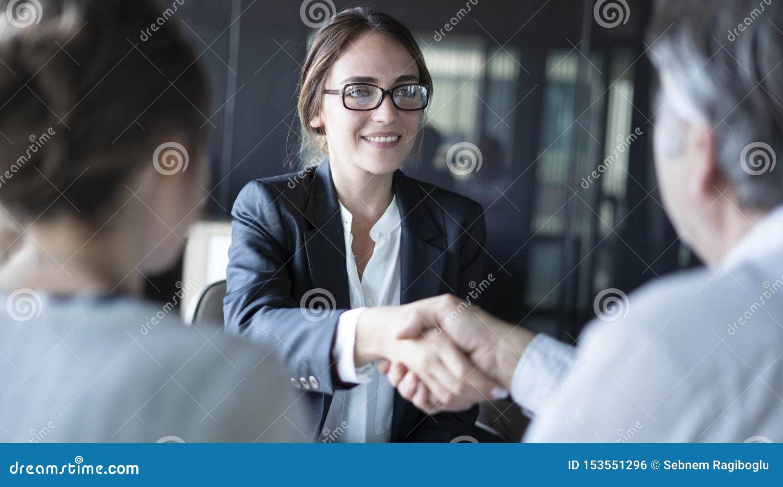 Έννοια συμβούλων συζήτησης επιχειρηματιών