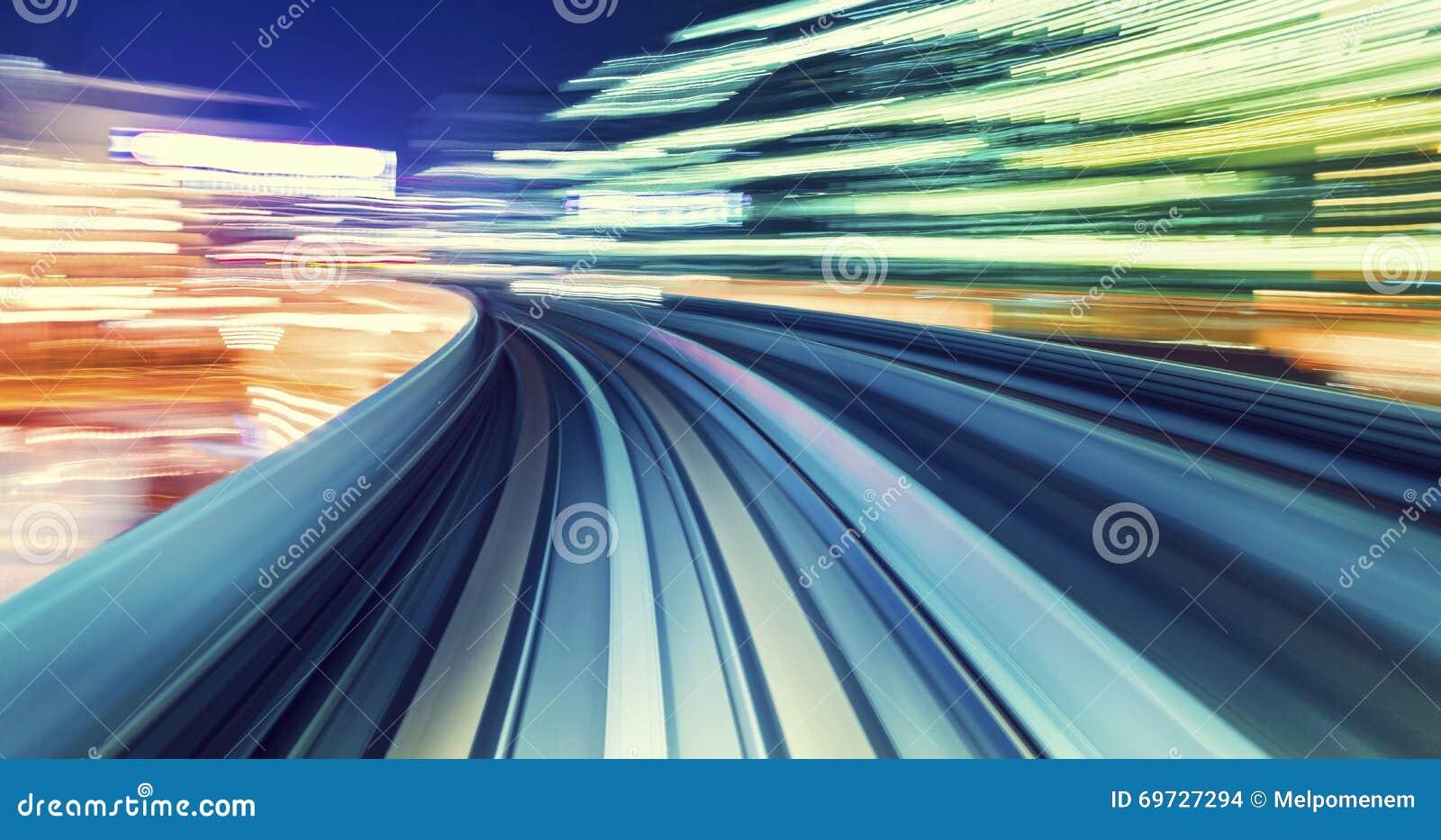 Έννοια τεχνολογίας υψηλής ταχύτητας μέσω ενός μονοτρόχιου σιδηροδρόμου του Τόκιο
