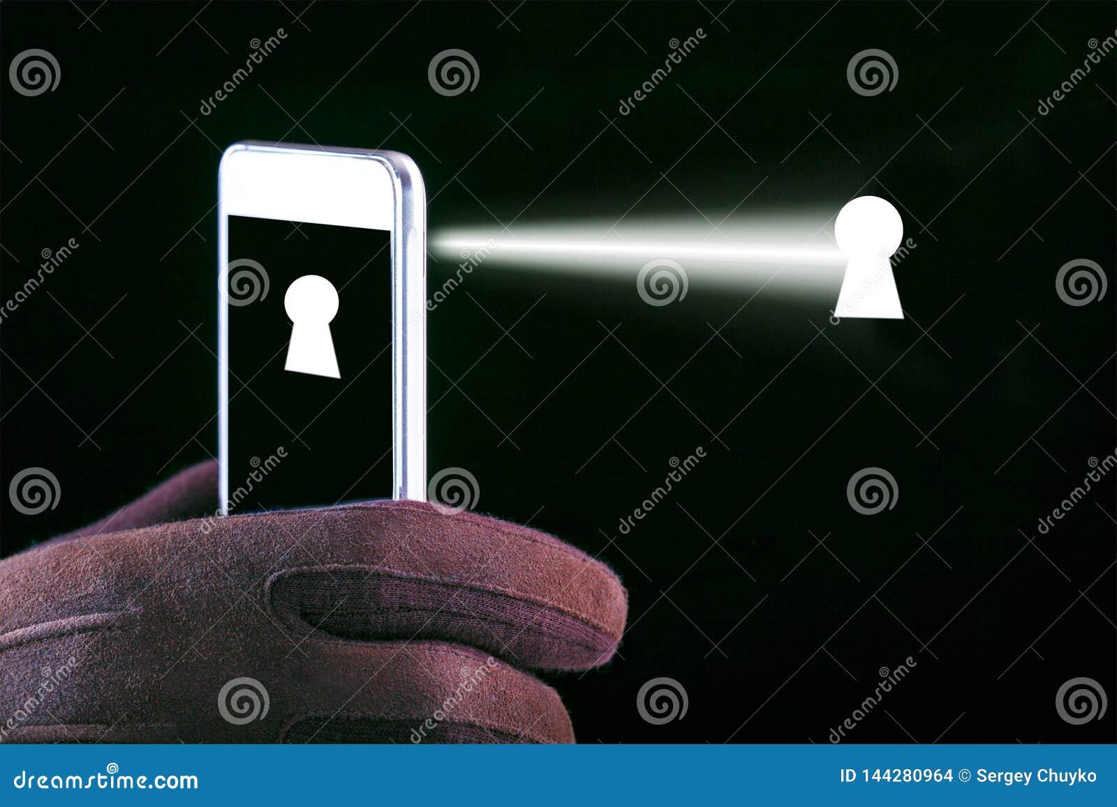 Έννοια της καταδίωξης στο smartphone και τις συσκευές Εισβολή της μυστικότητας