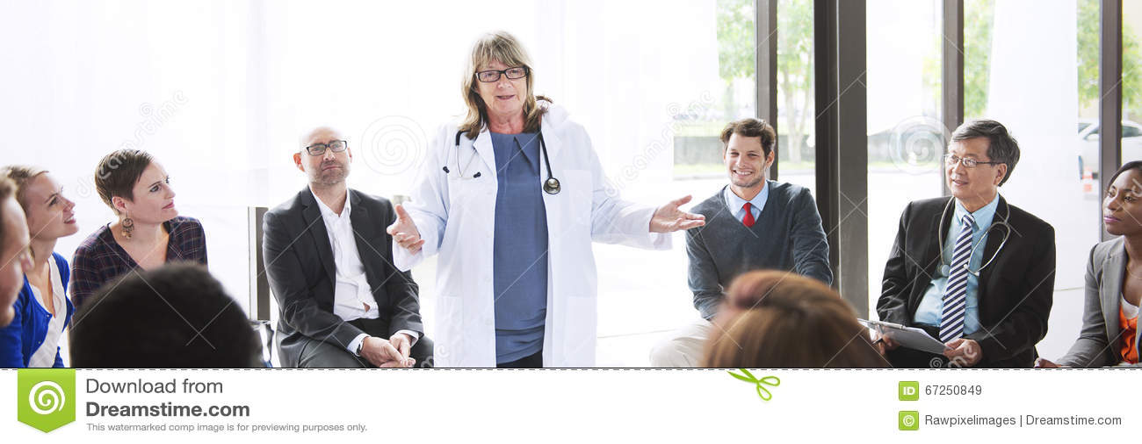Έννοια υγειονομικής περίθαλψης διαγνώσεων ομαδικής εργασίας συνεδρίασης των γιατρών