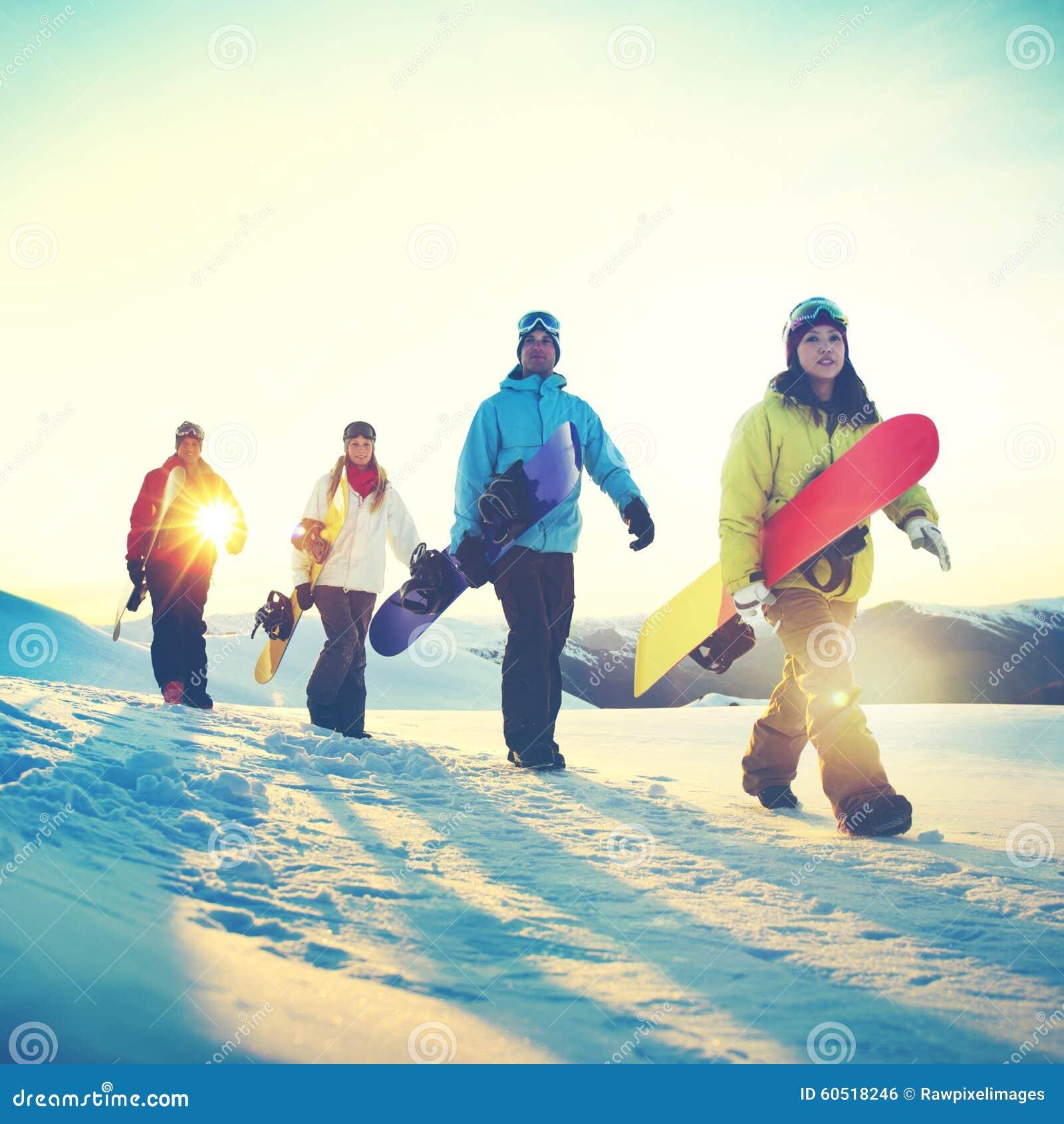 Έννοια φιλίας χειμερινού αθλητισμού σνόουμπορντ ανθρώπων